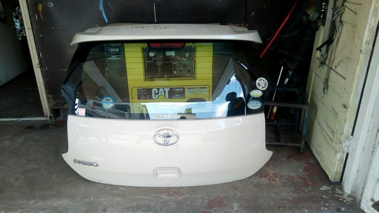 Toyota passo 2012 Boot