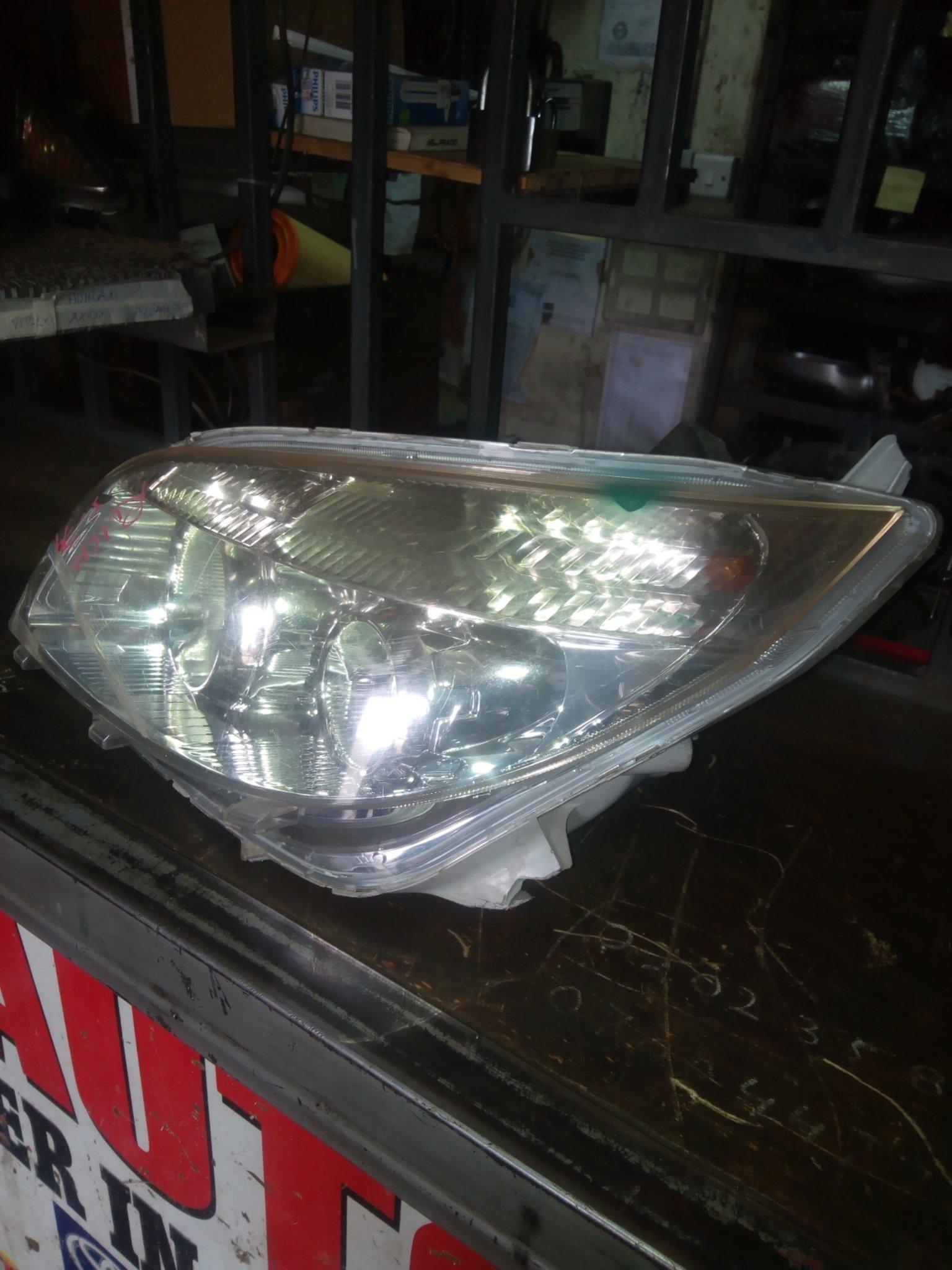 Toyota rush headlight 00015