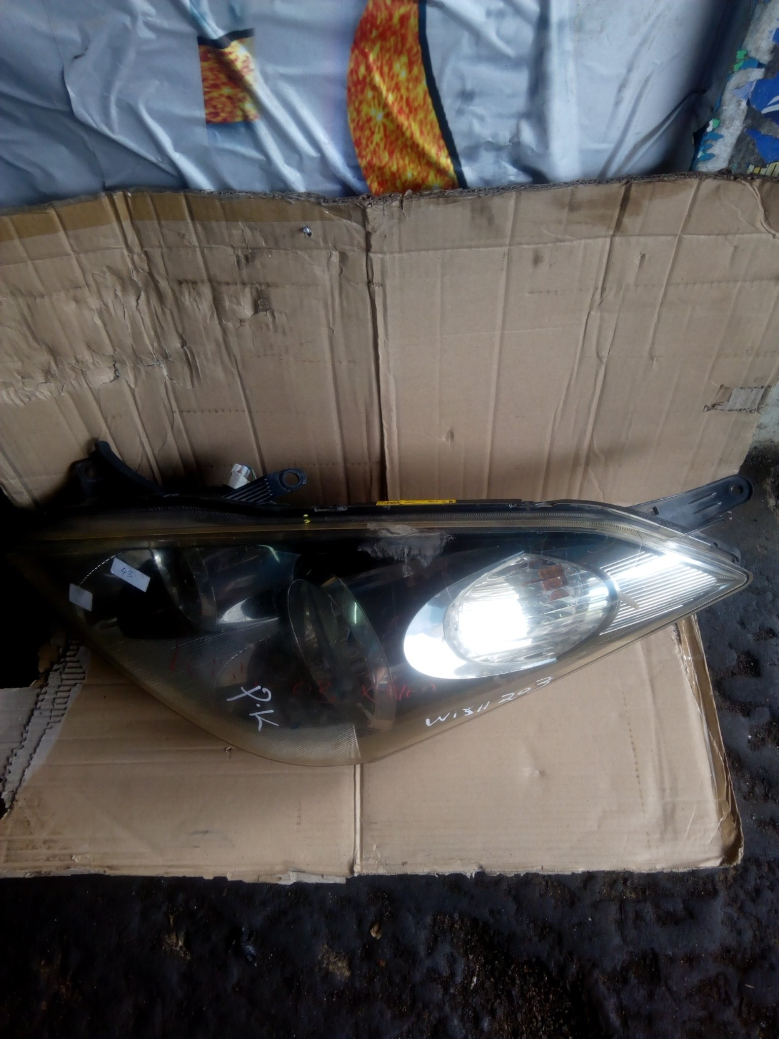 Toyota wish headlight 00024