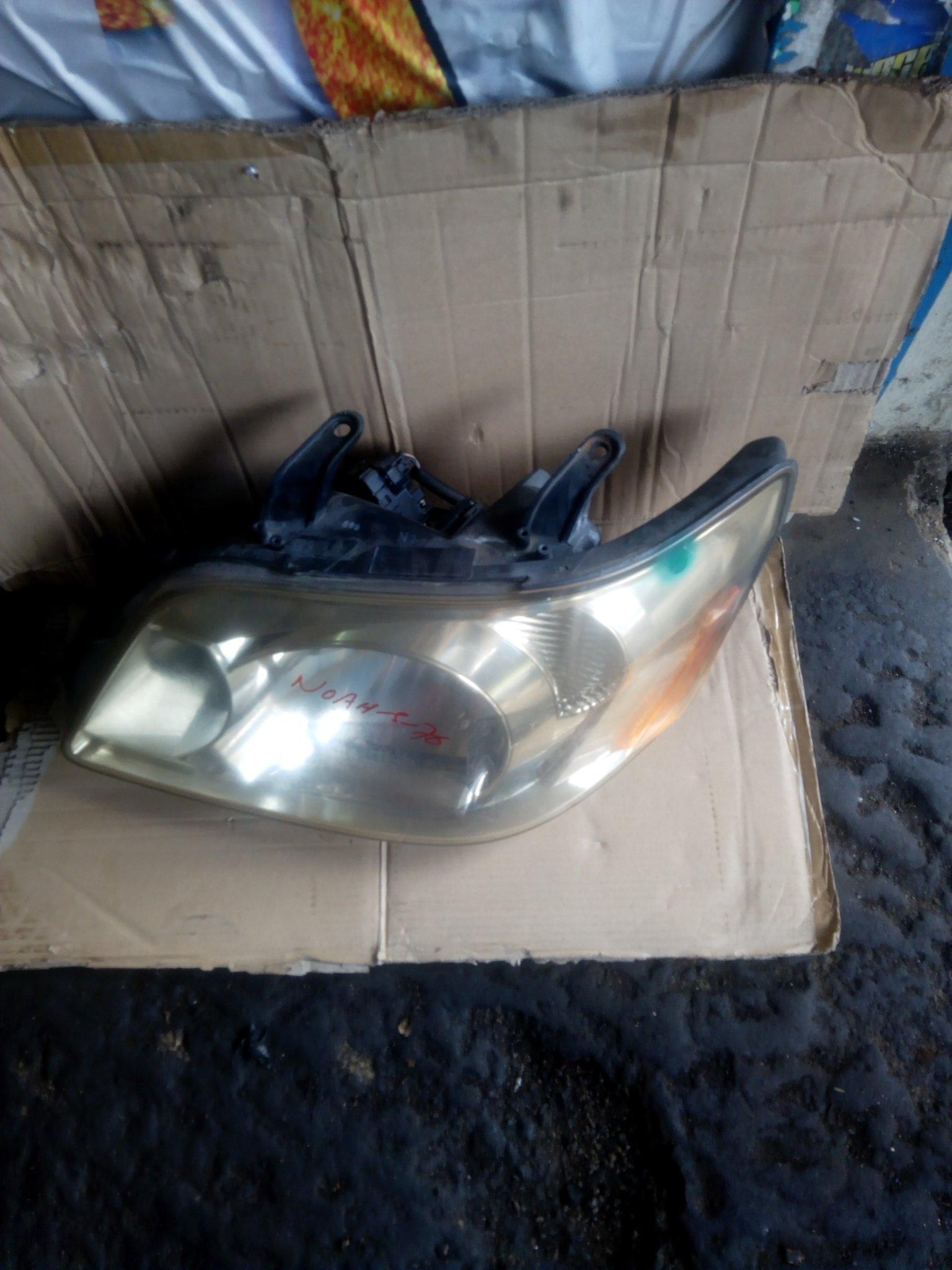 Toyota noah headlight 00025