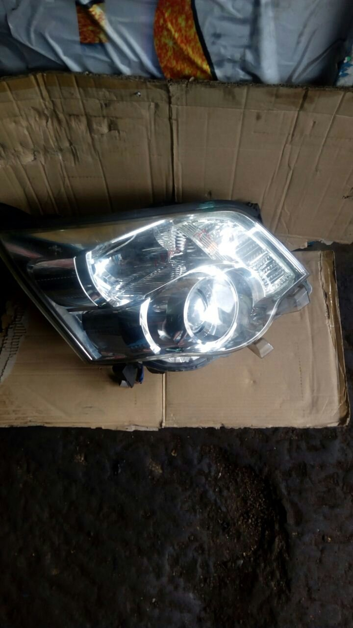 Toyota noah headlight 00034