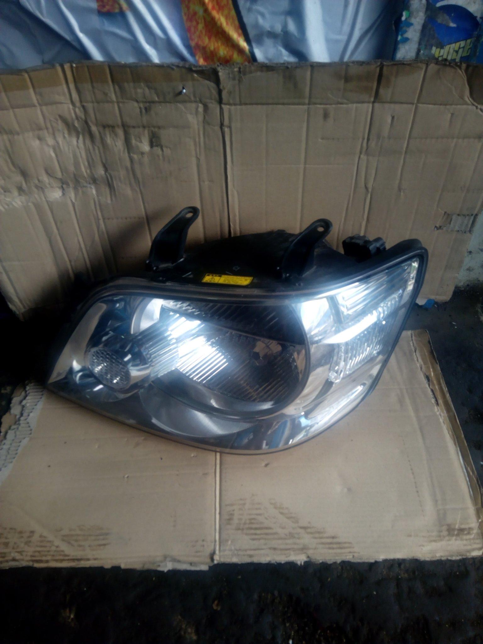 Toyota noah headlight 00041pk