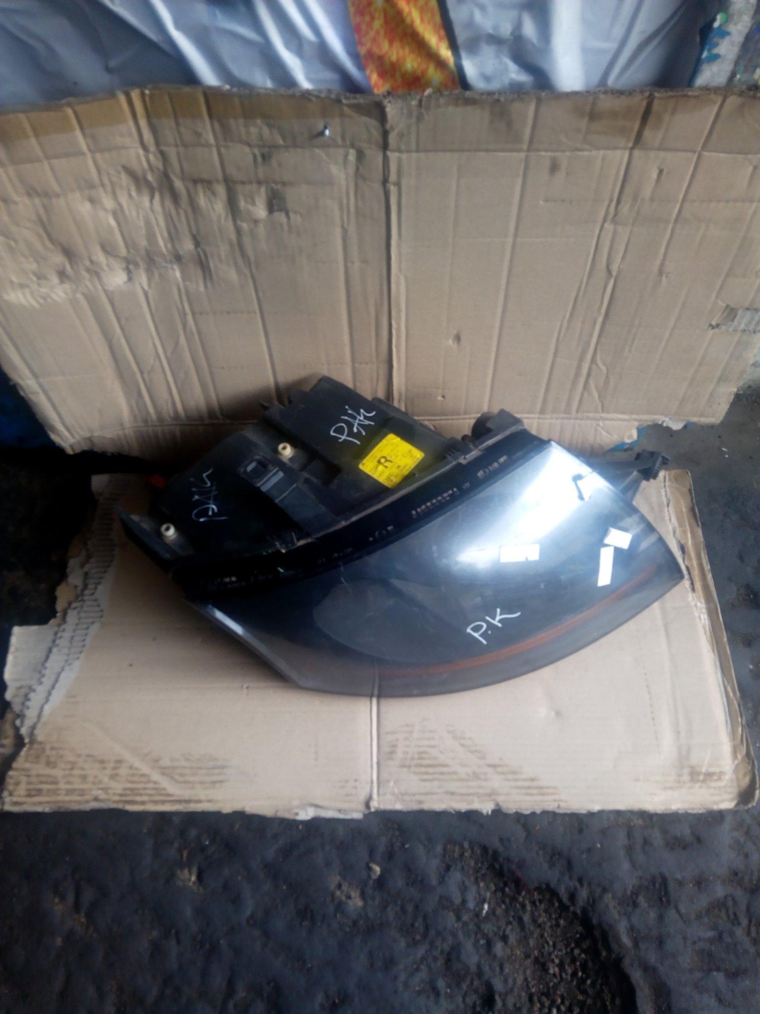 Audi tt headlight 00044