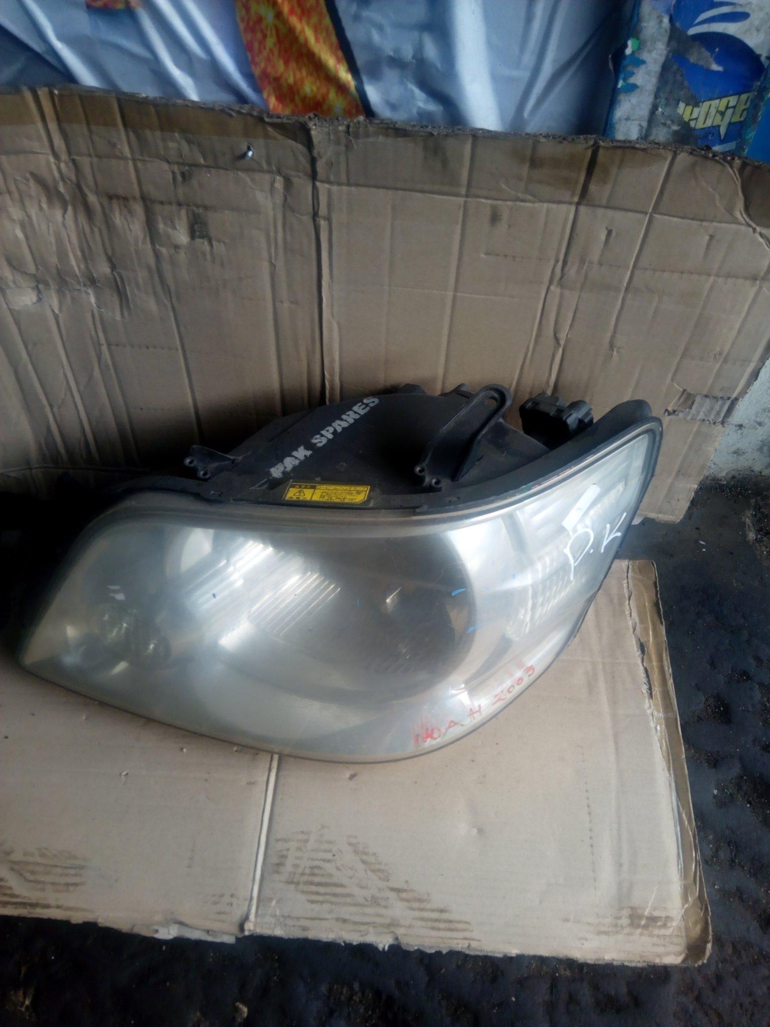 Toyota noah headlight 00046pk