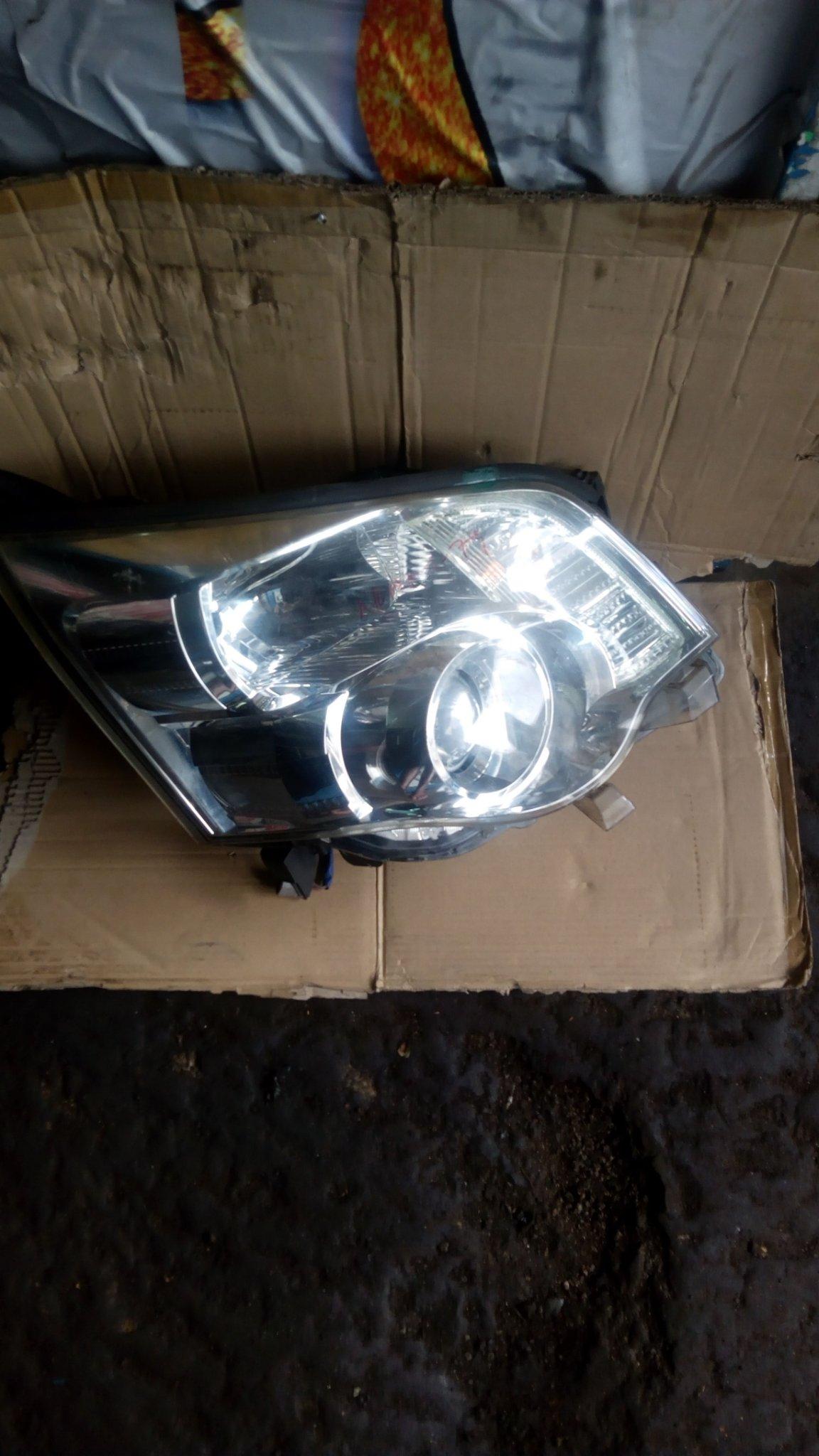 Toyota Noah head light Azr70 00097pk