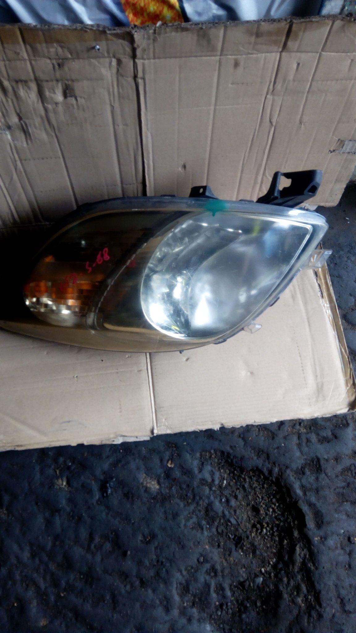 toyota vitz head light 00098