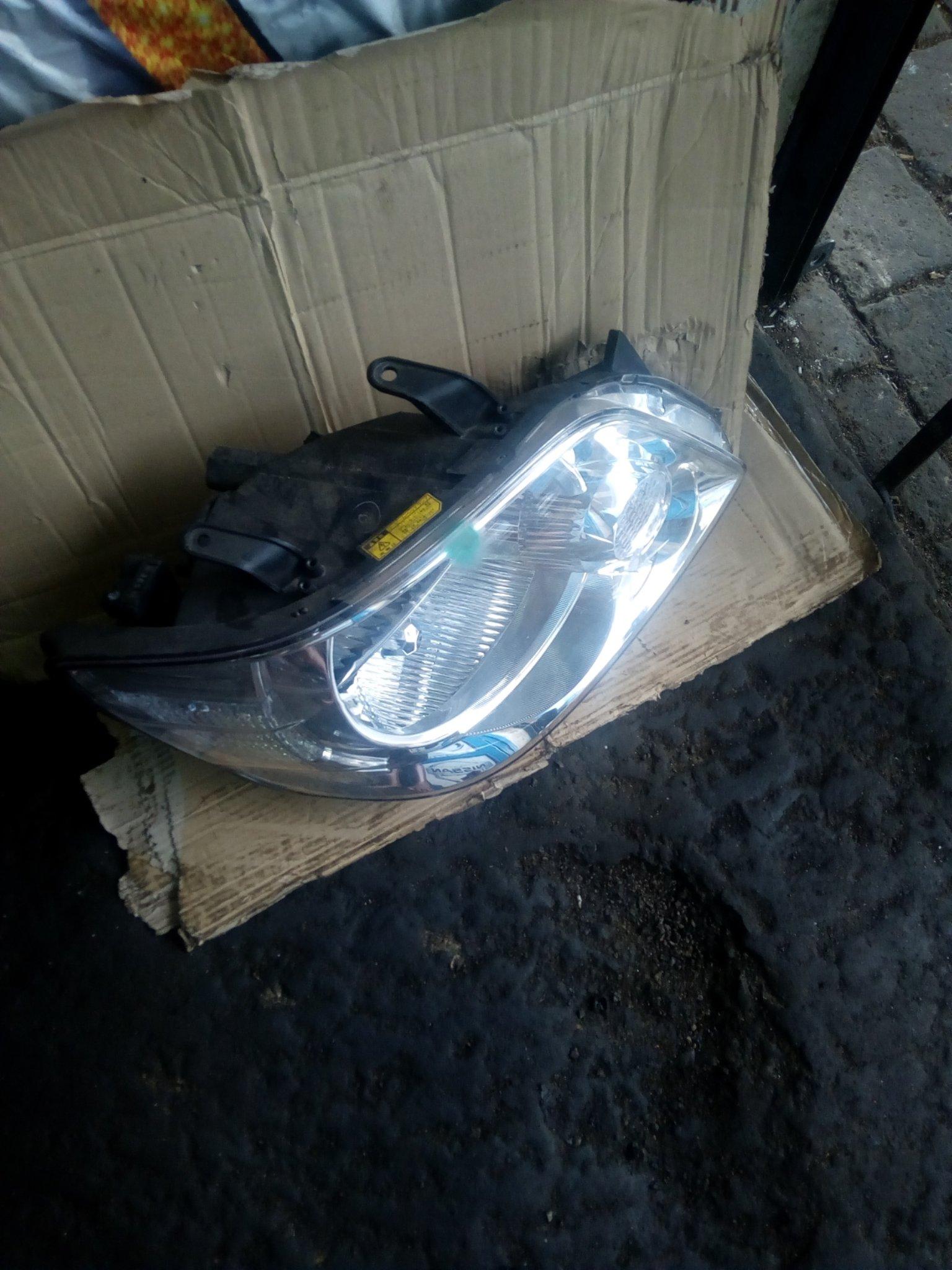 Toyota noah headlight 00101