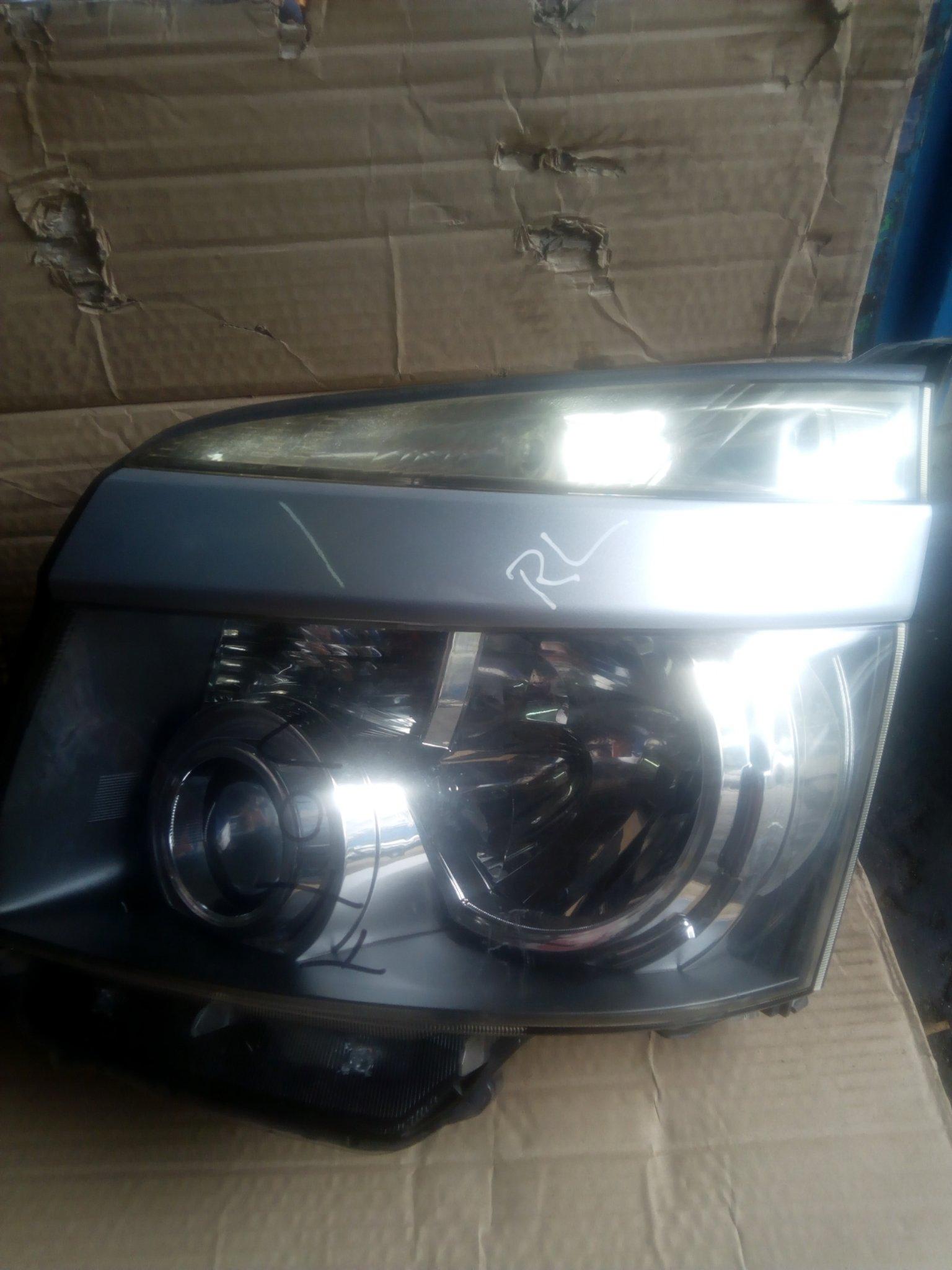 Toyota voxy headlight 00134