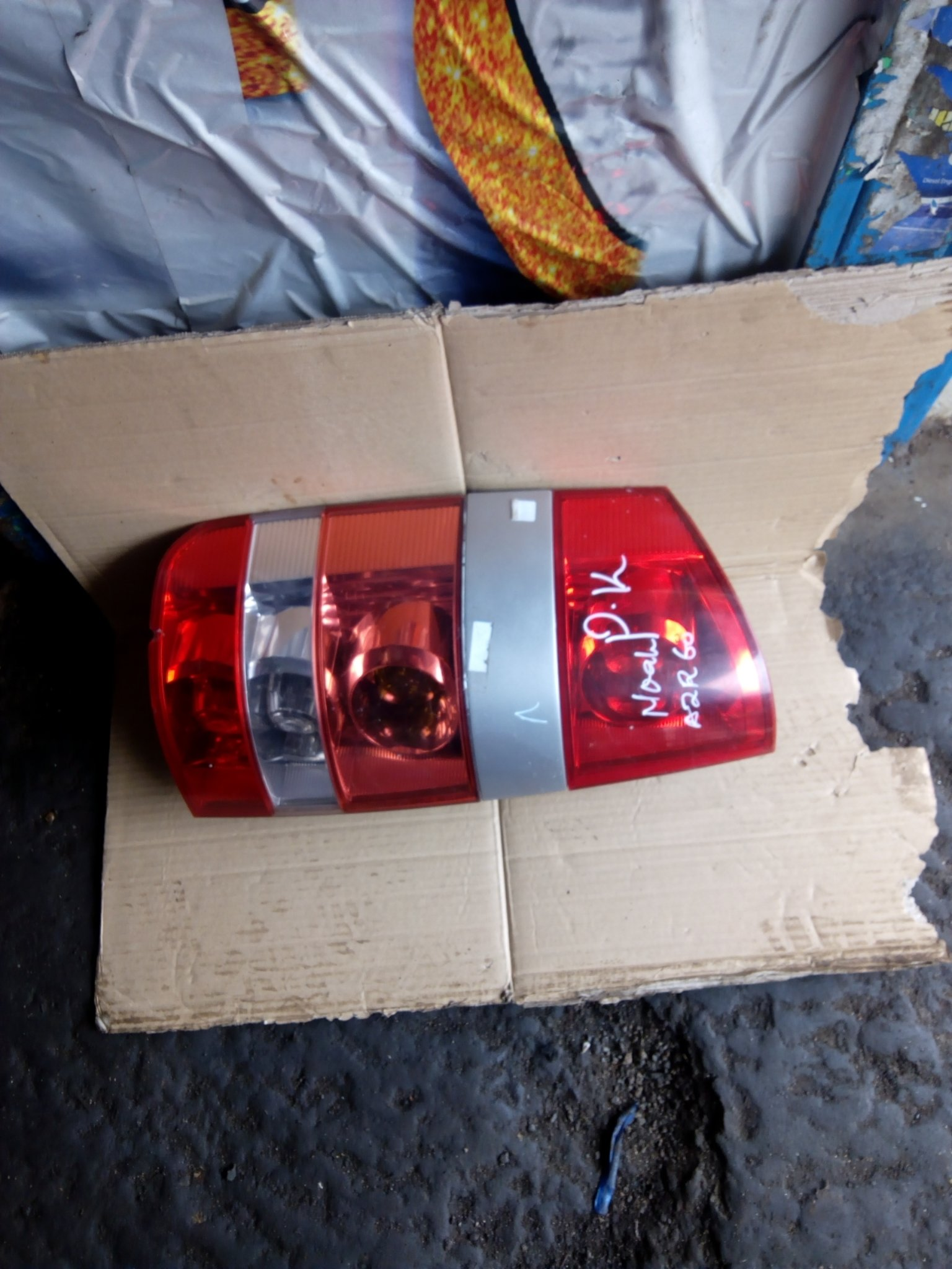 Toyota noah tail light 00216