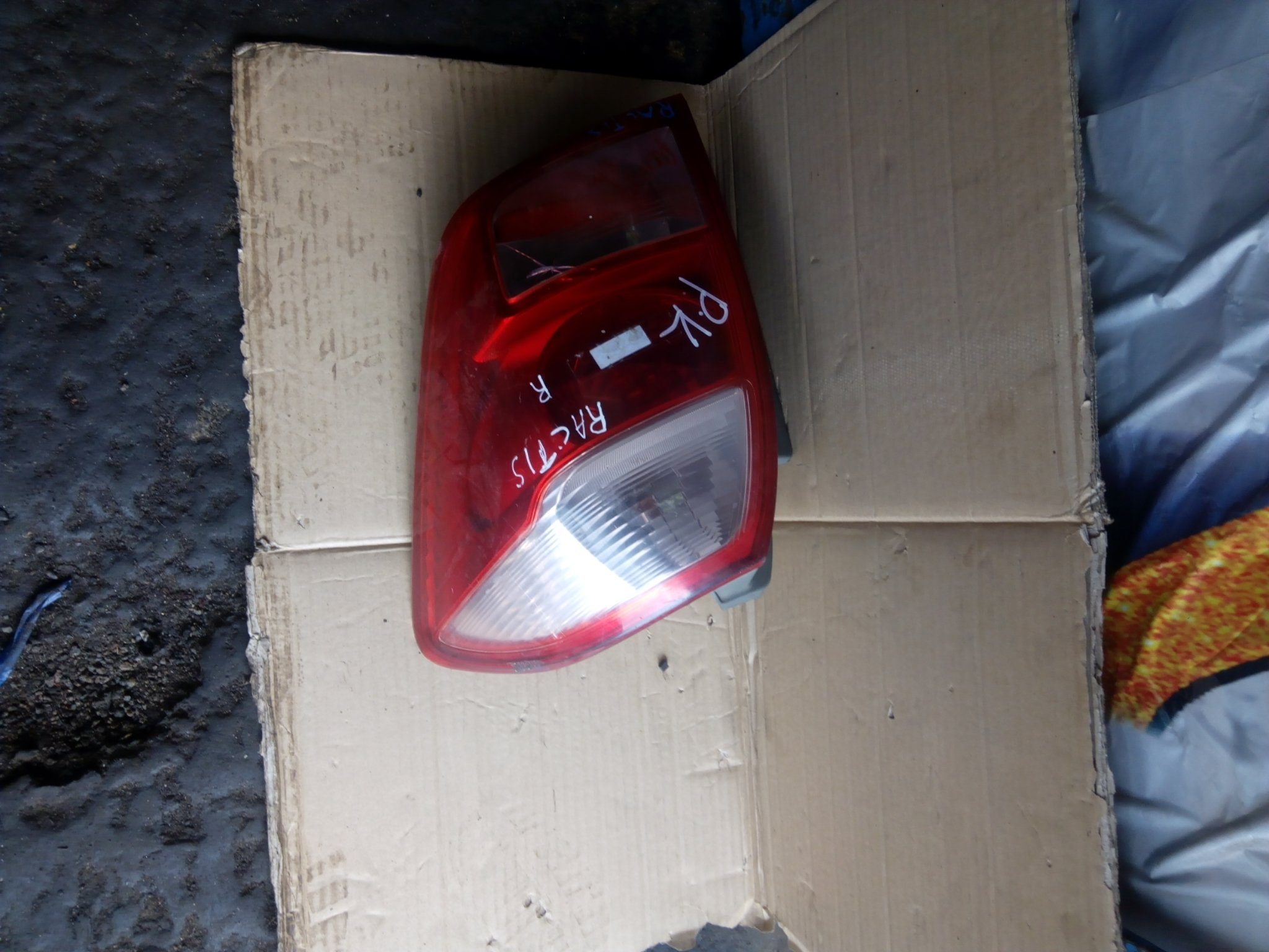 Toyota ractis tail light 00219
