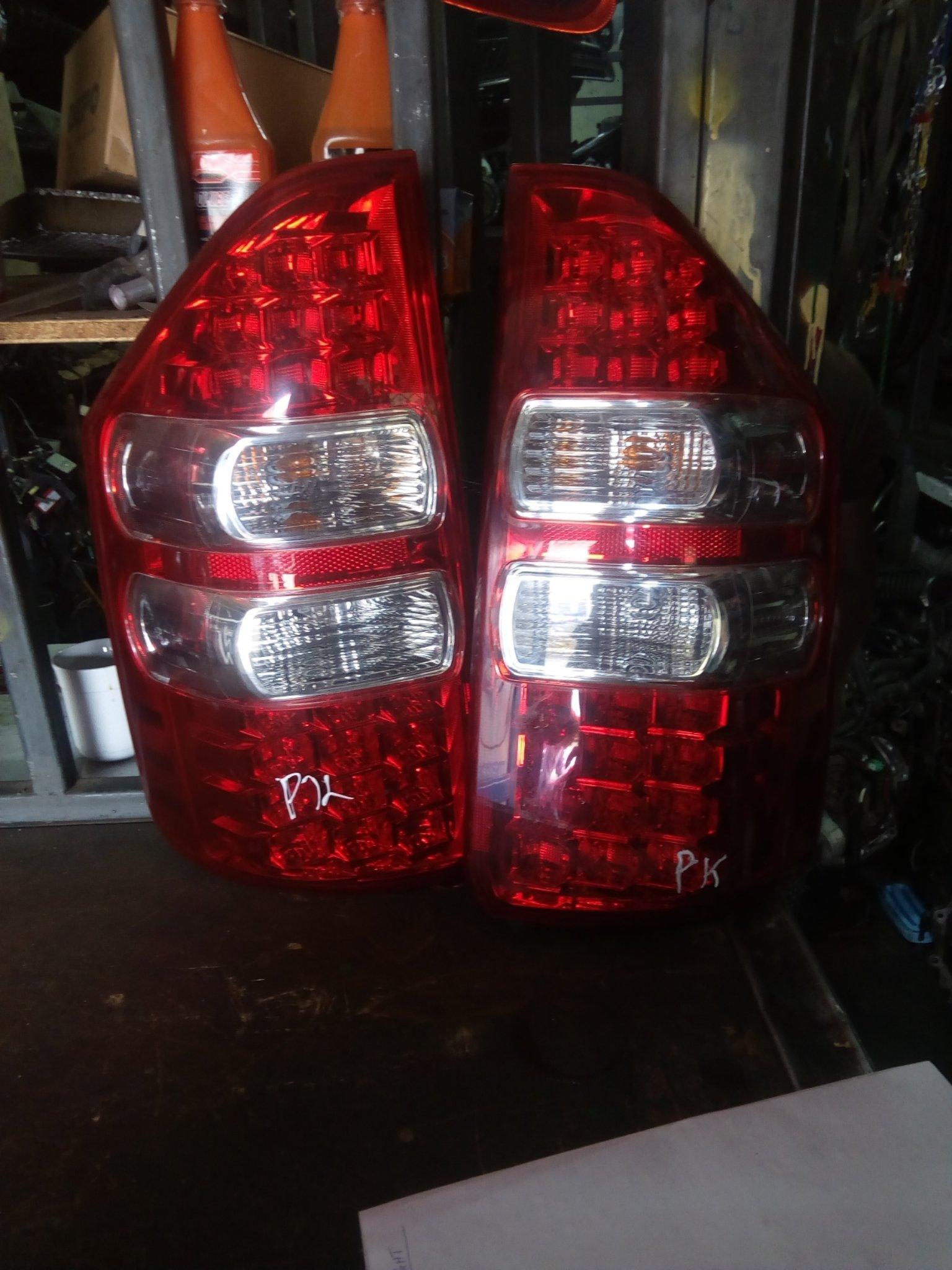 Toyota noah tail light Azr70 00221pk