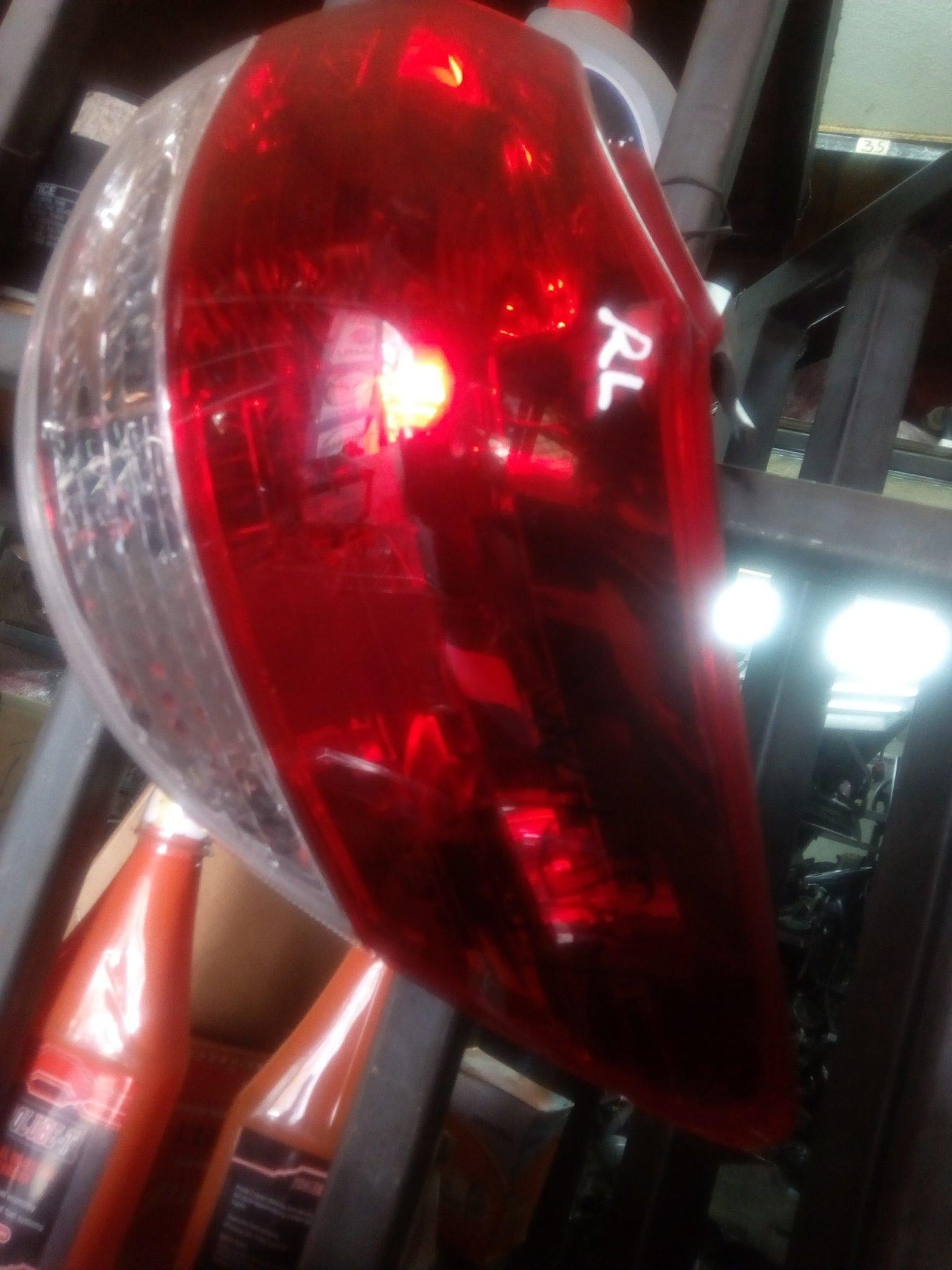 Toyota wish tail light 00225