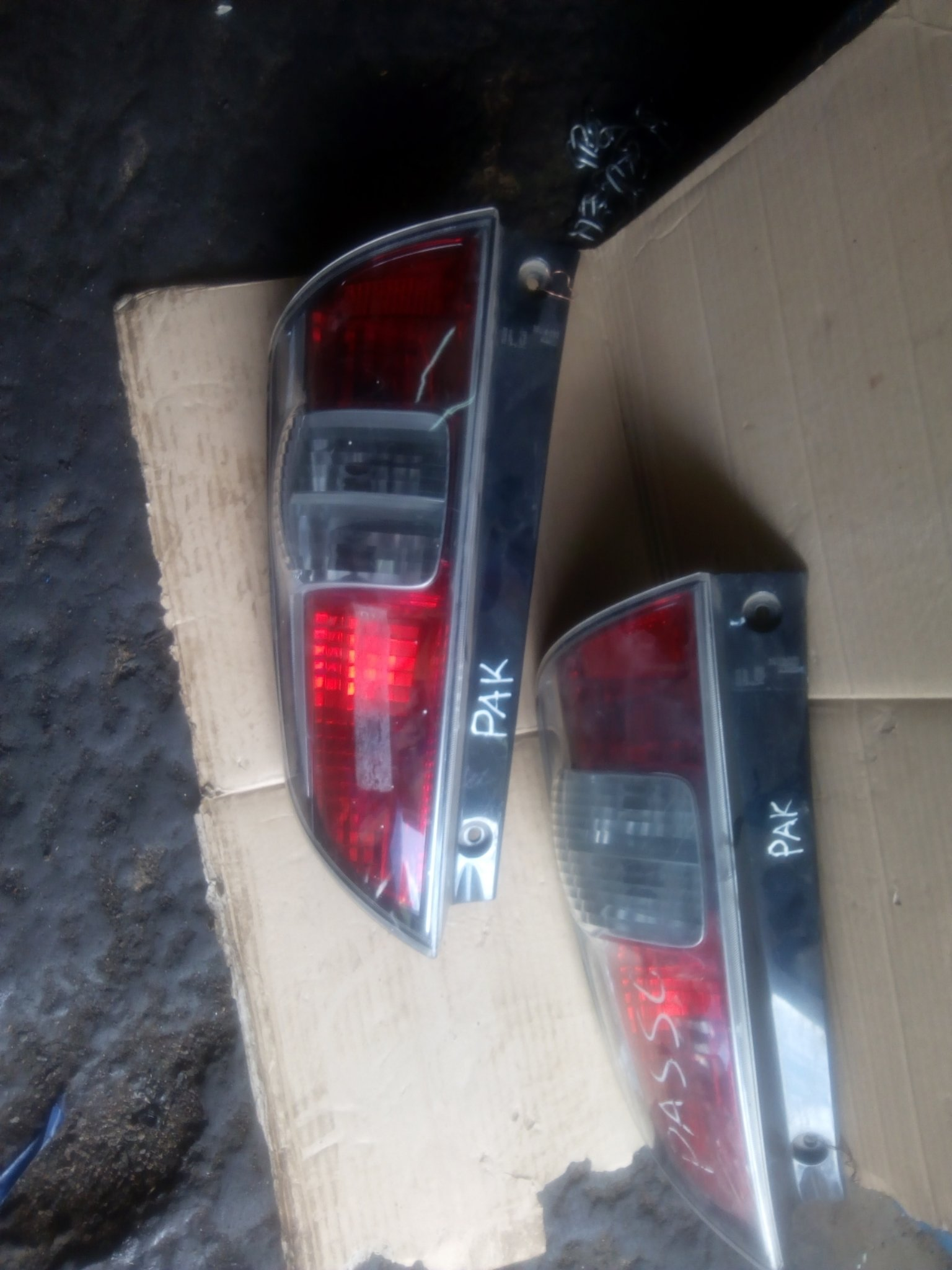 Toyota passo tail light 00231pk