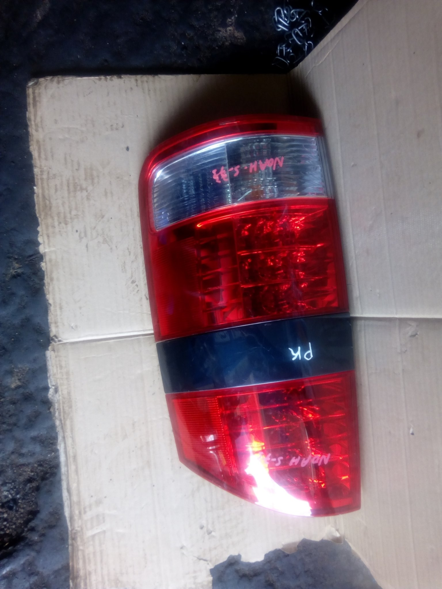 Toyota noah tail light 00238
