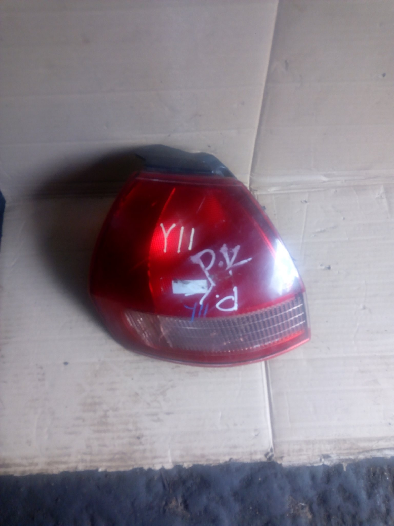 Nissan Wingroad y11 tail light 00254