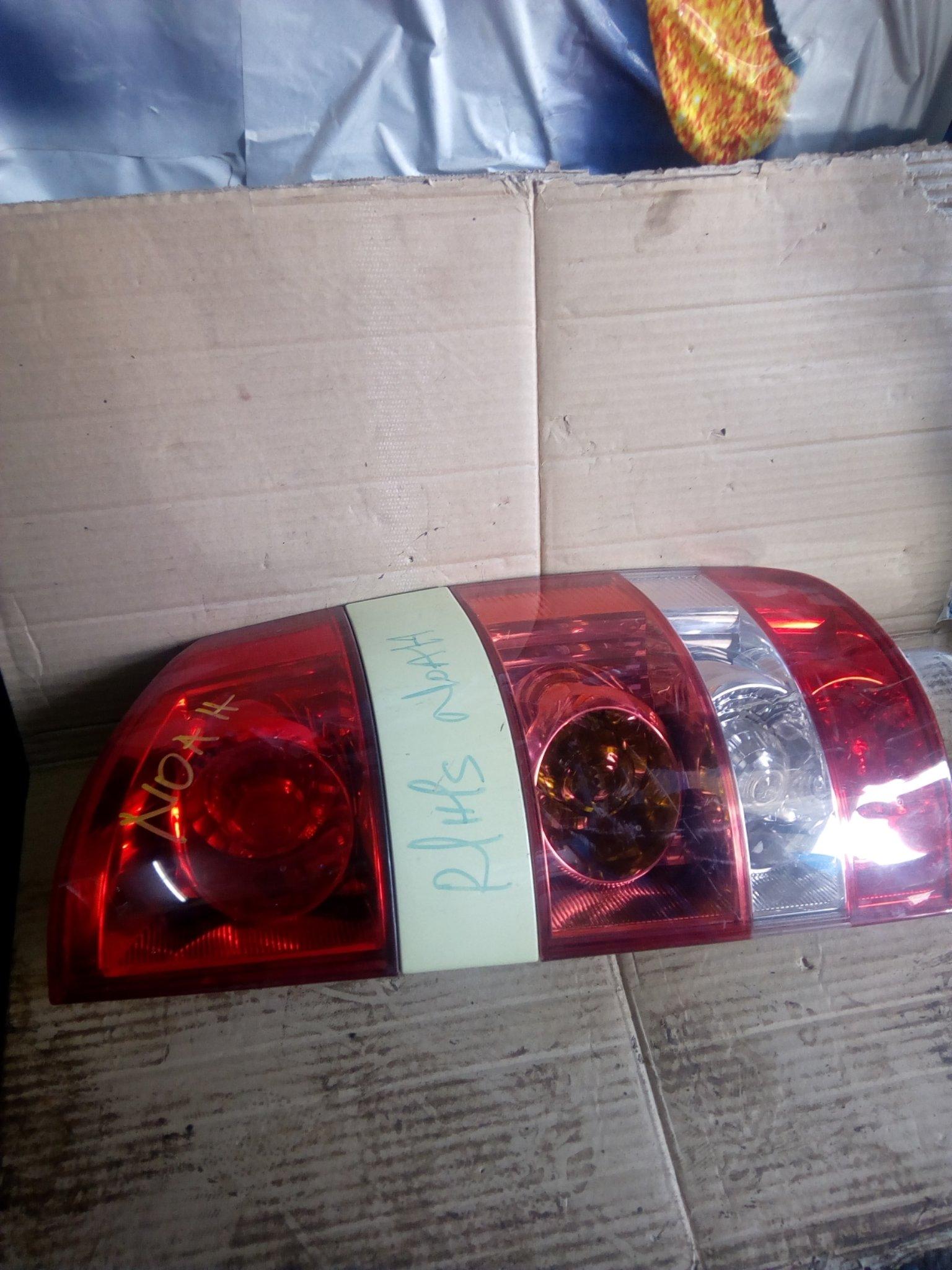toyota Noah tail light 00295