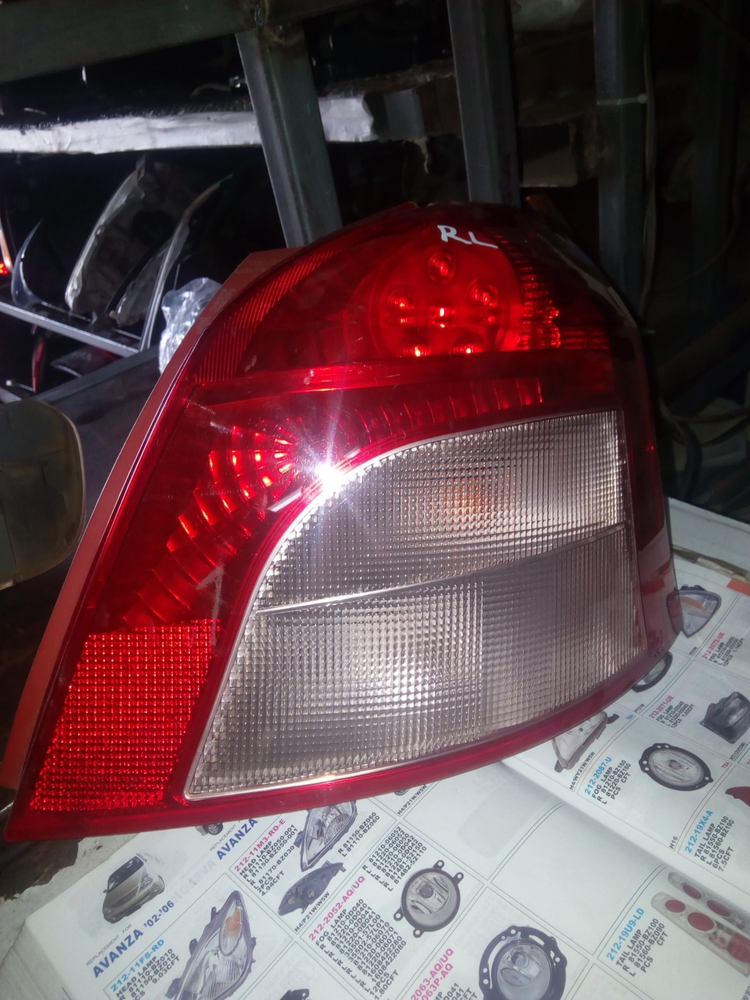 Toyota Vitz tail light 00300RL