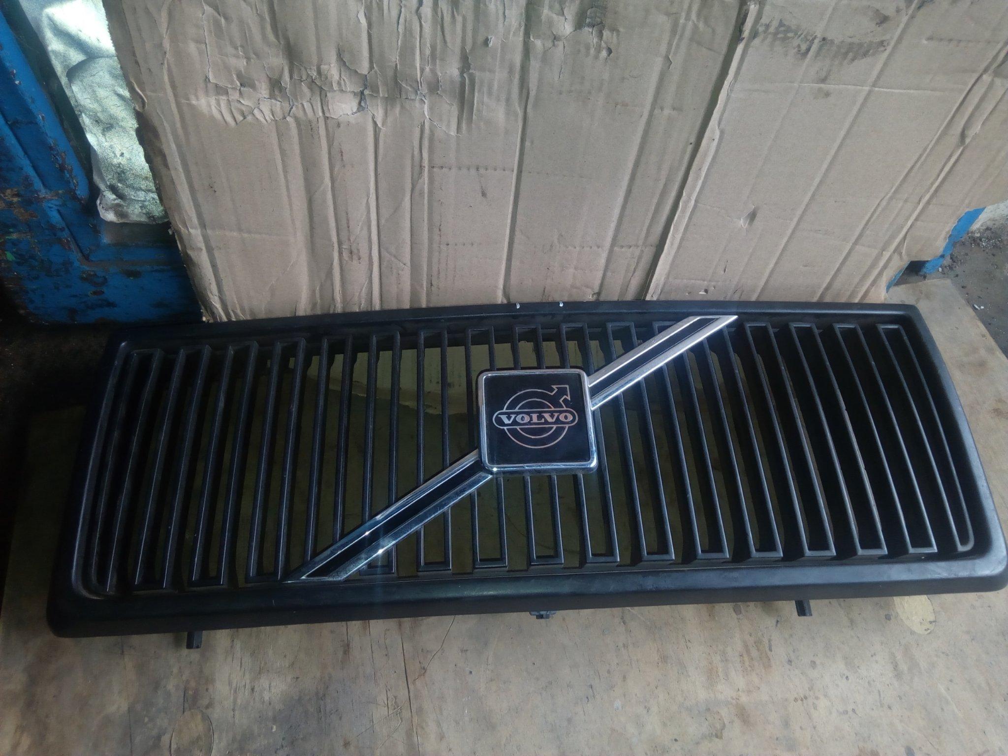Volvo Grill 00313