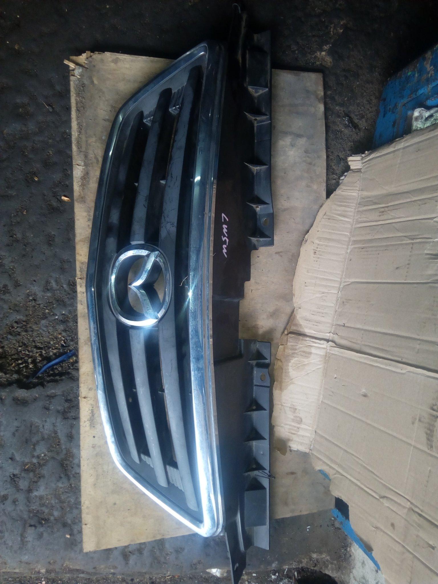 Mazda premecy Grill 00316