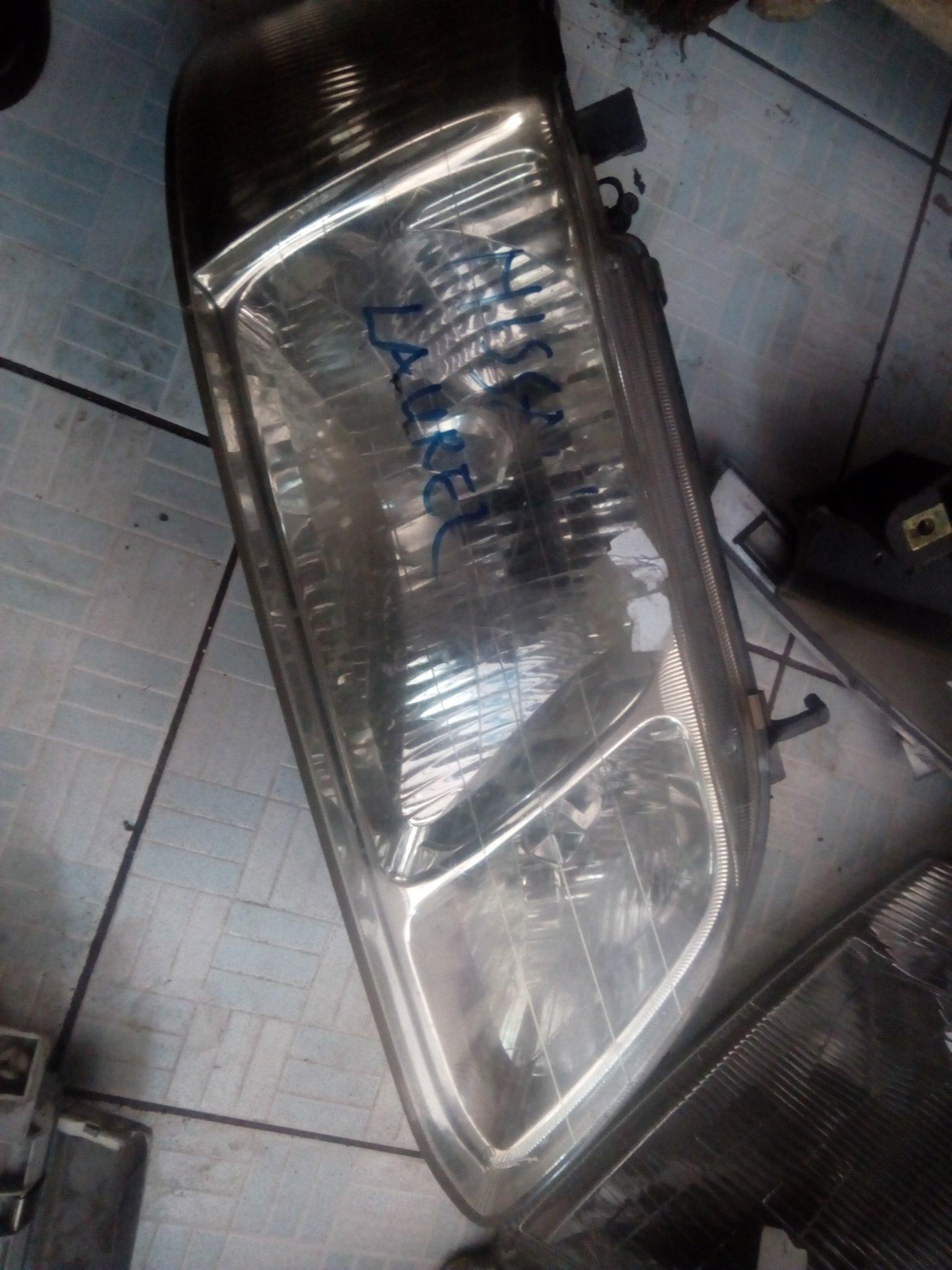 Nissan Laurel headlight 00549