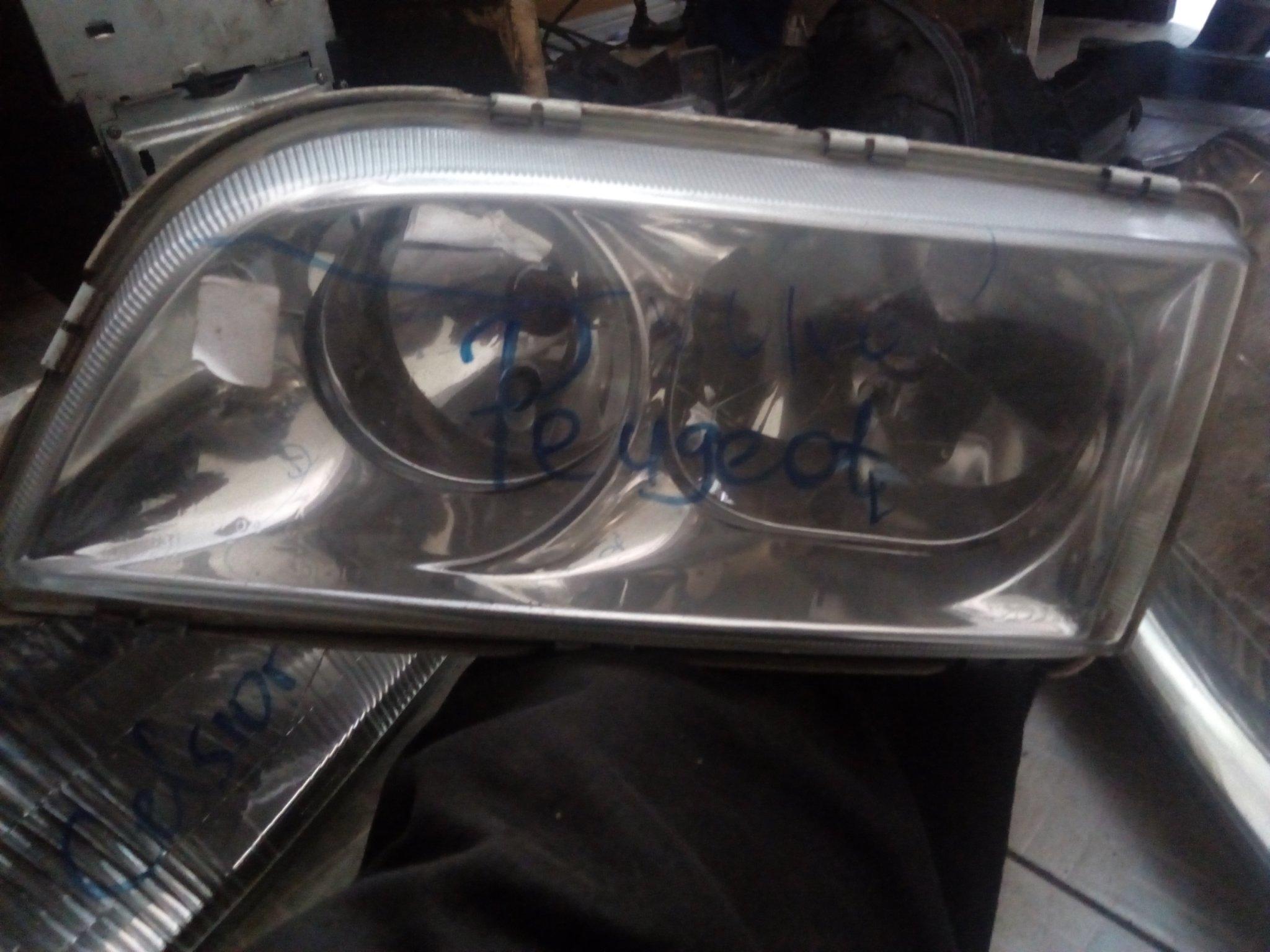 Peugeot headlight 00571