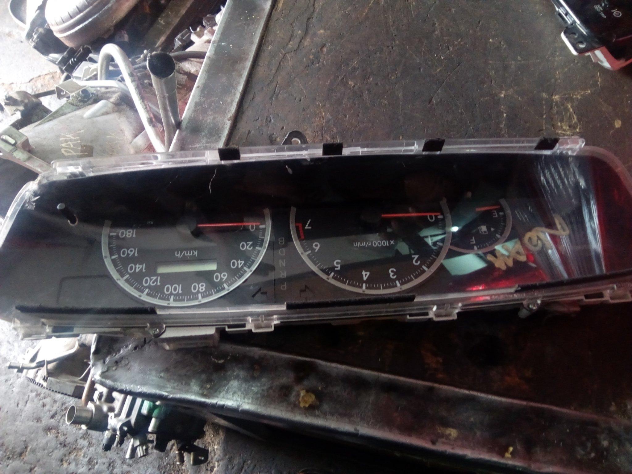 Toyota Noah spedometar 00604