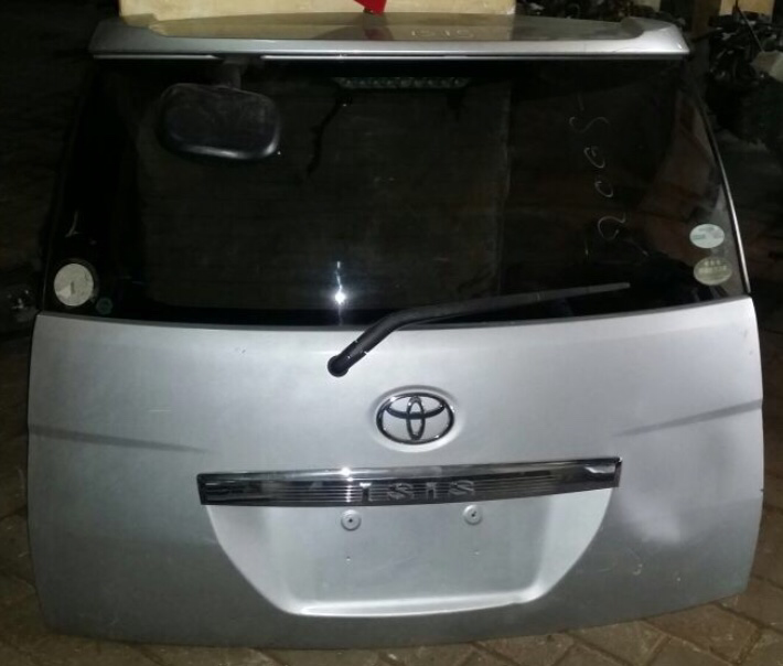 Toyota isis 00638