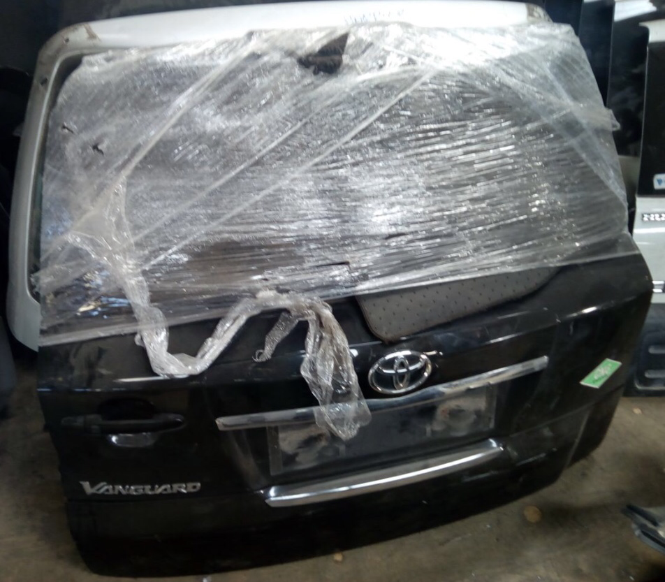 Toyota vanguard boot 00670