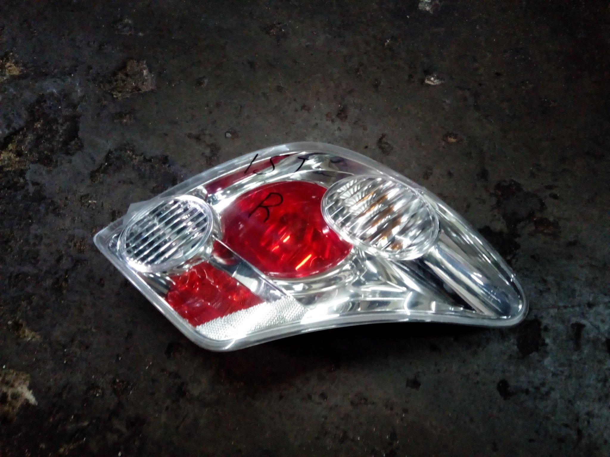 Toyota Ist tail light 00696