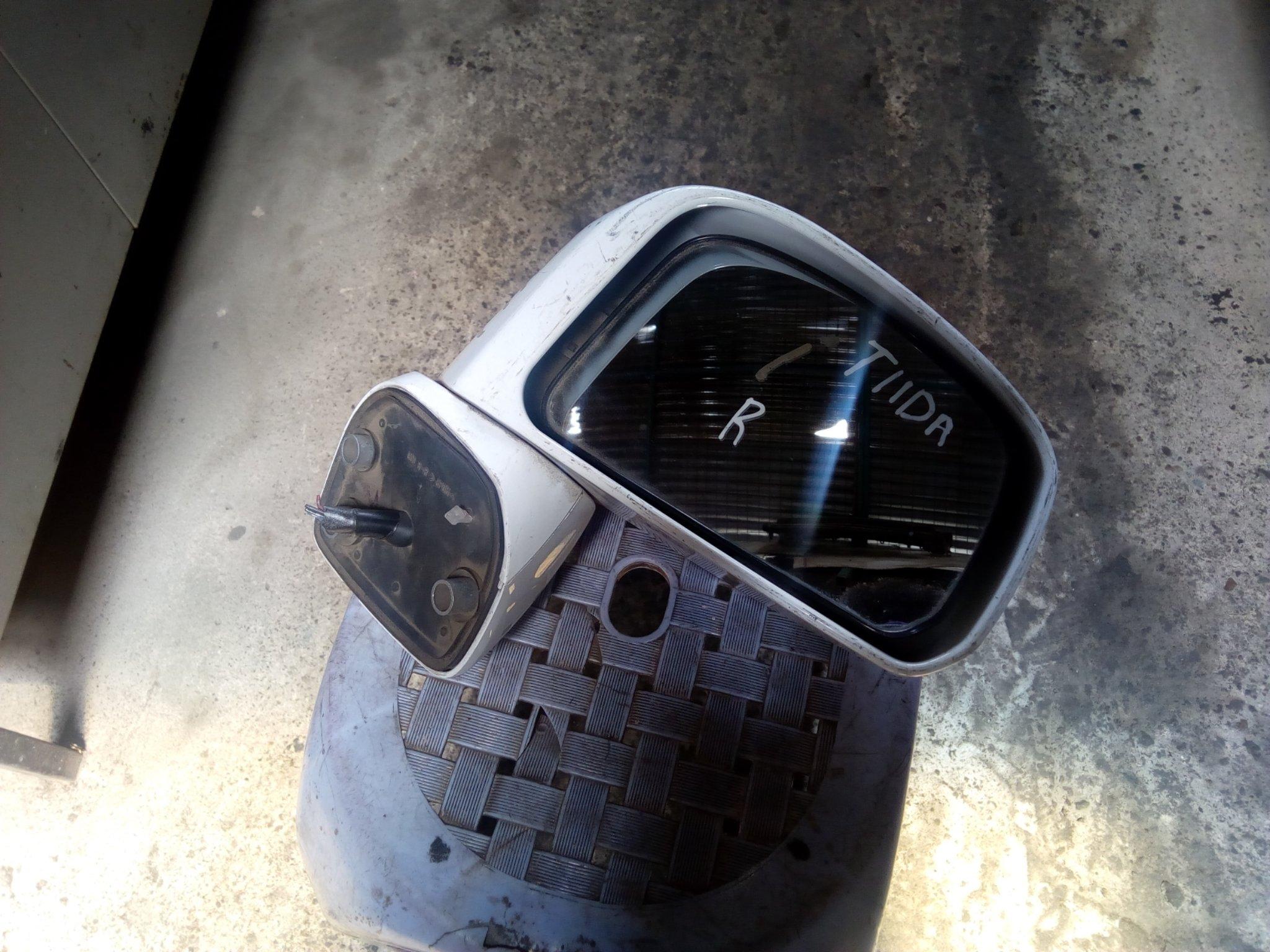 Nissan Tida side mirror 00682