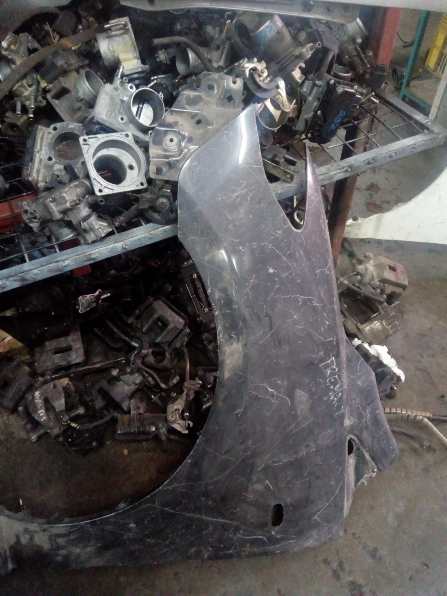 Mazda premacy wing 00727lc