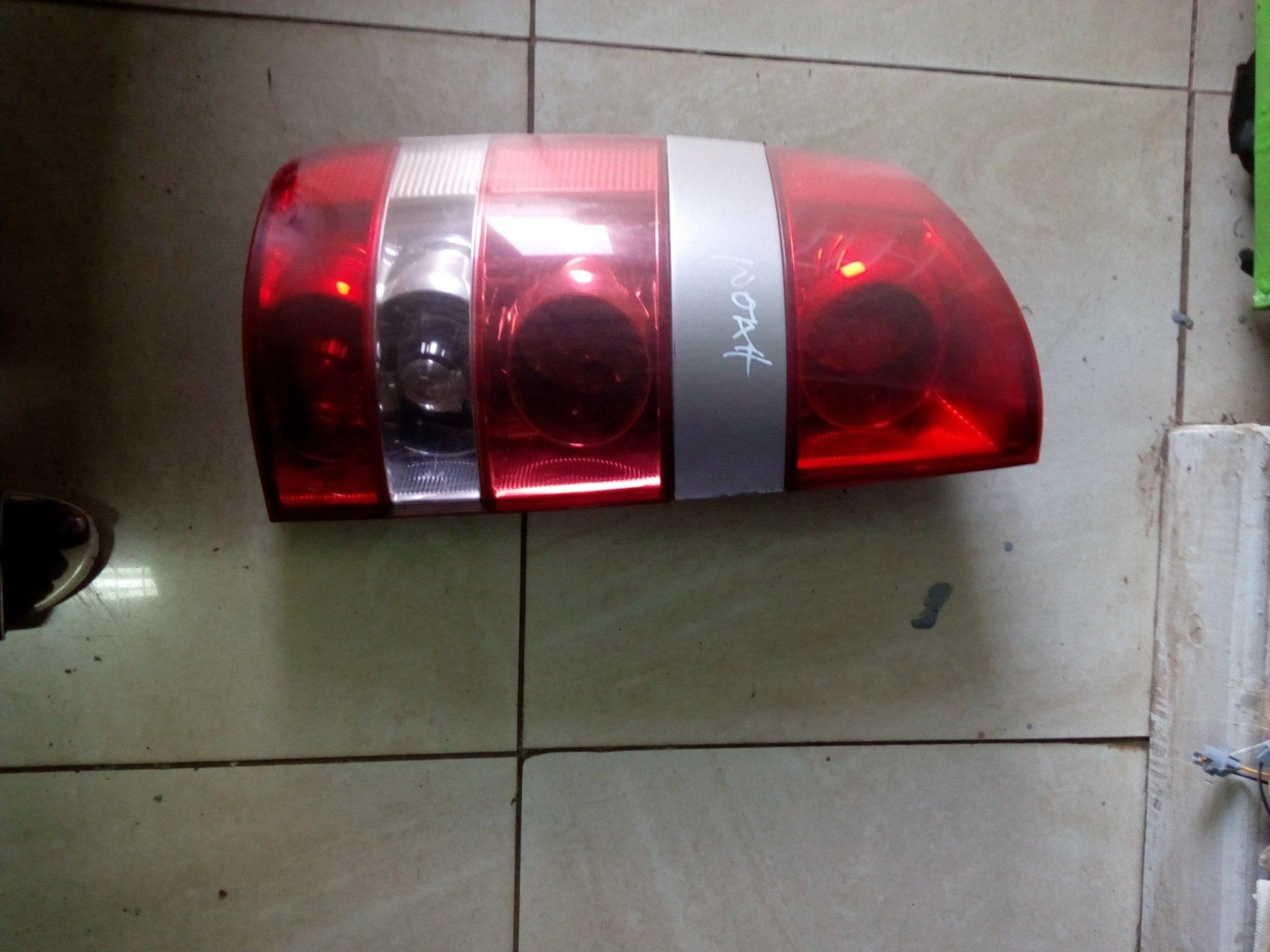 Toyota noah Tail light 00817