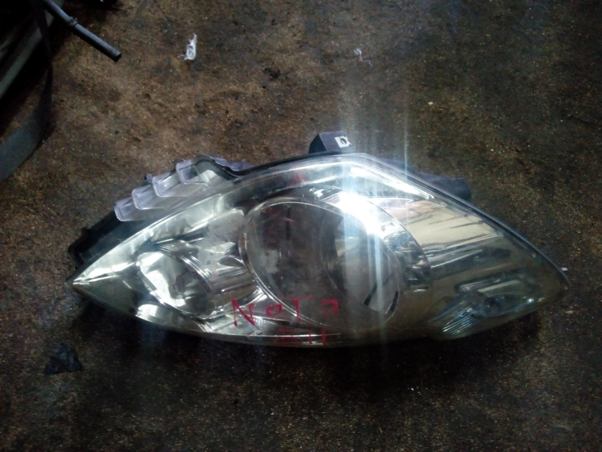 Nissan note head light 00859