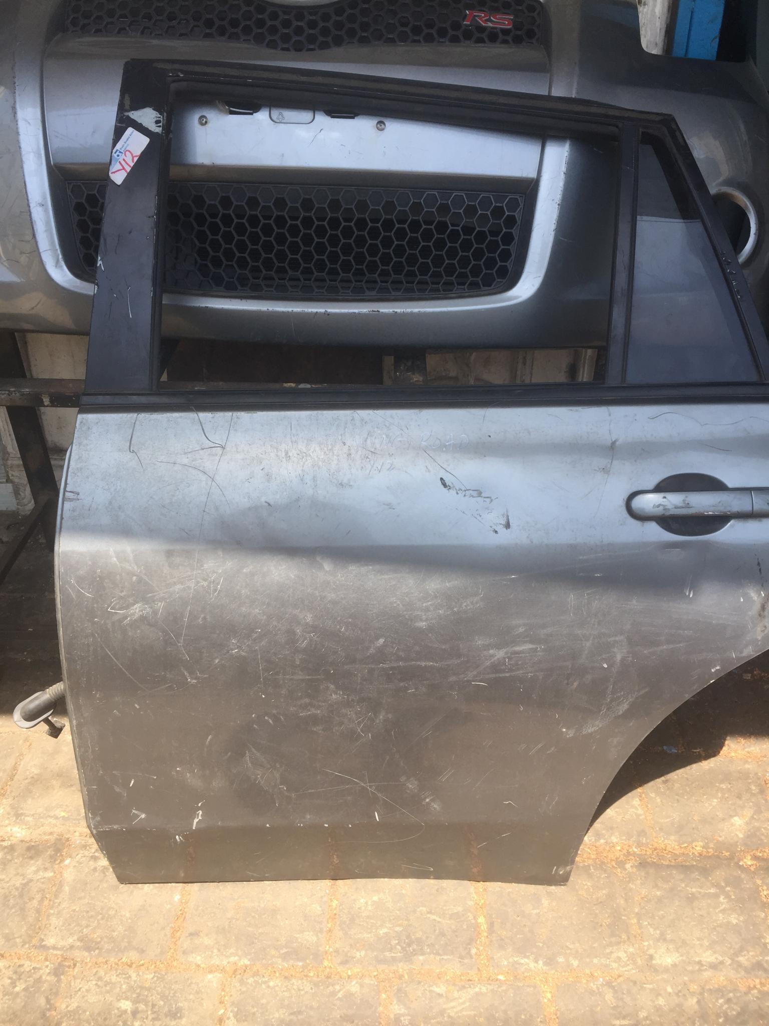 Nissan wingroad rear laft door 00914