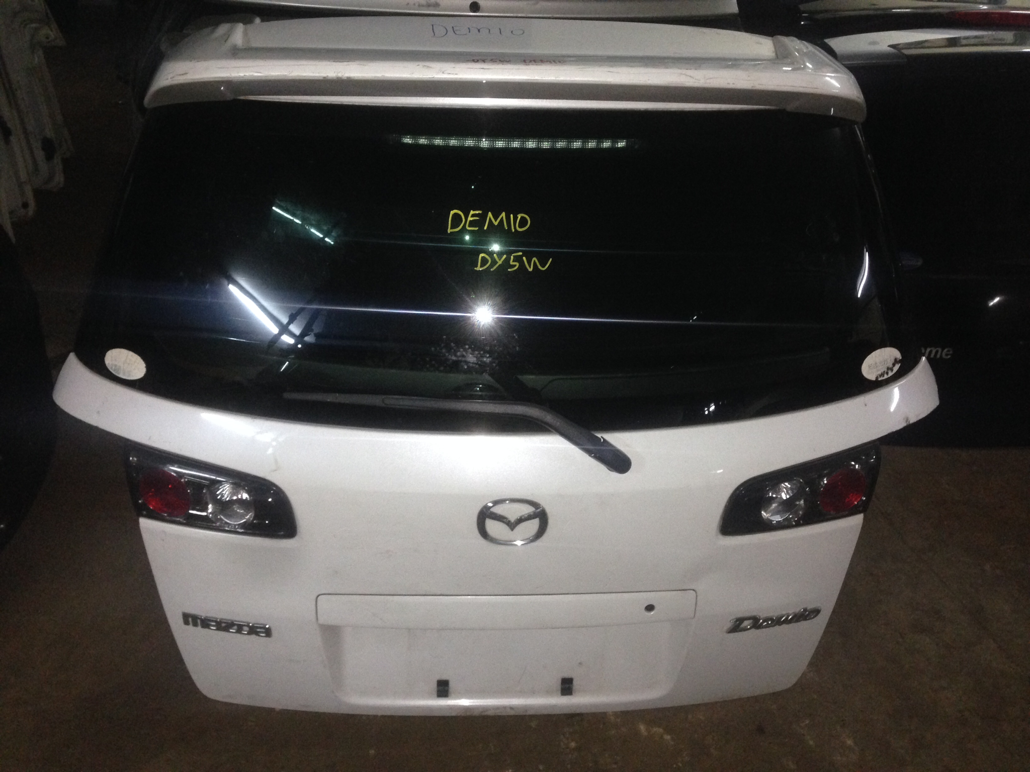 Mazda demio boot door 00957