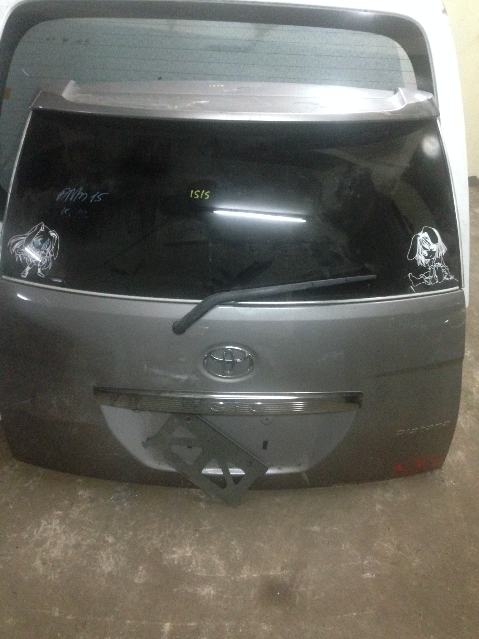 Toyota Isis boot 00962