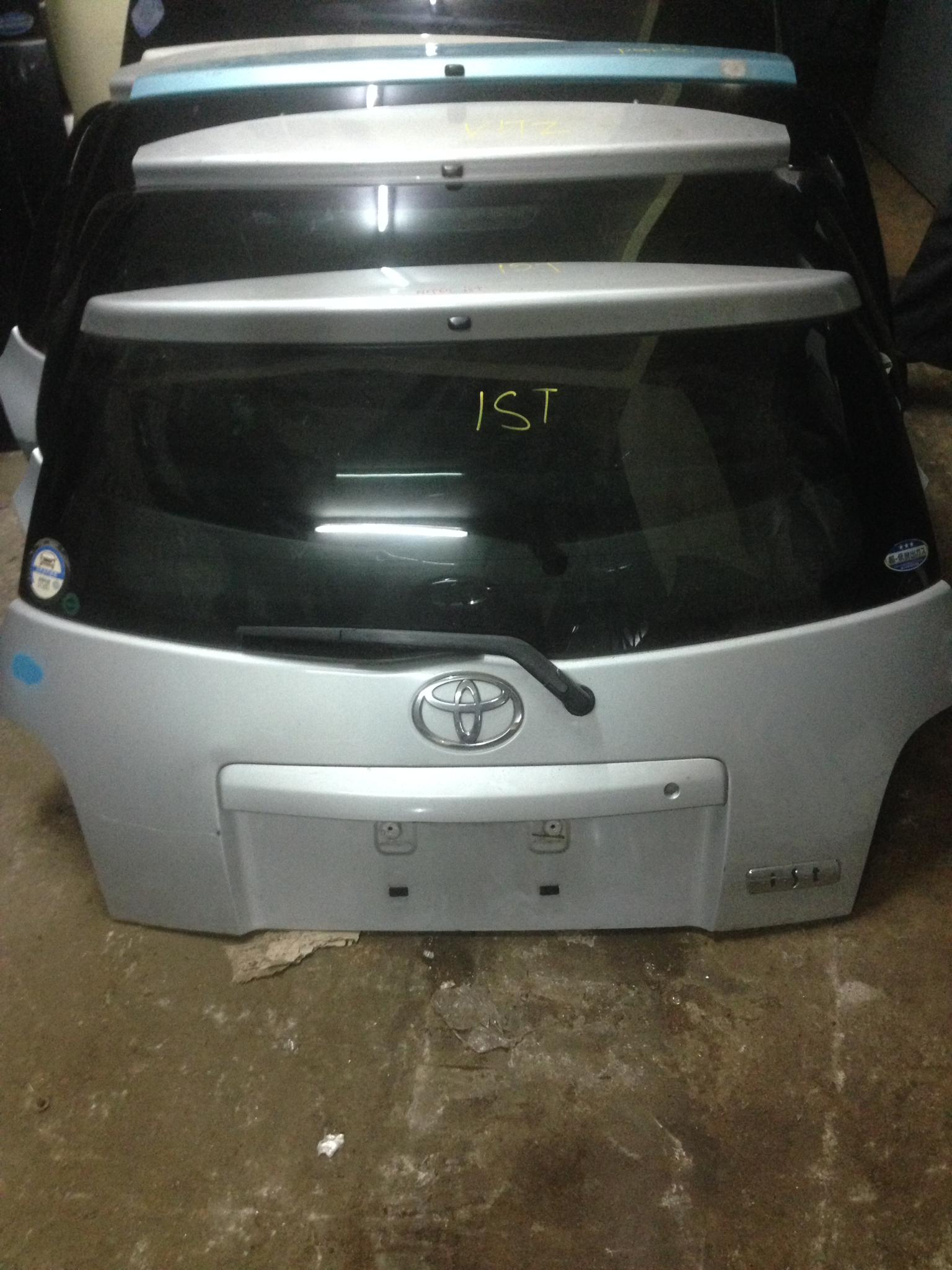 Toyota ist boot 00979