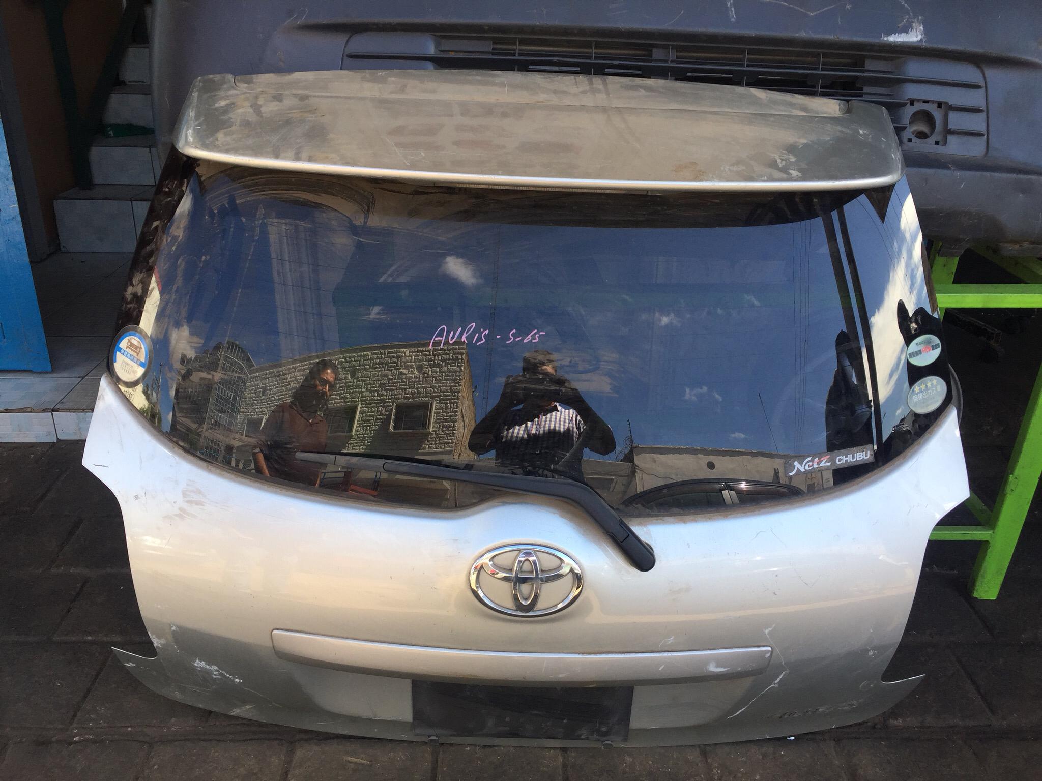 Toyota auris boot door 01020