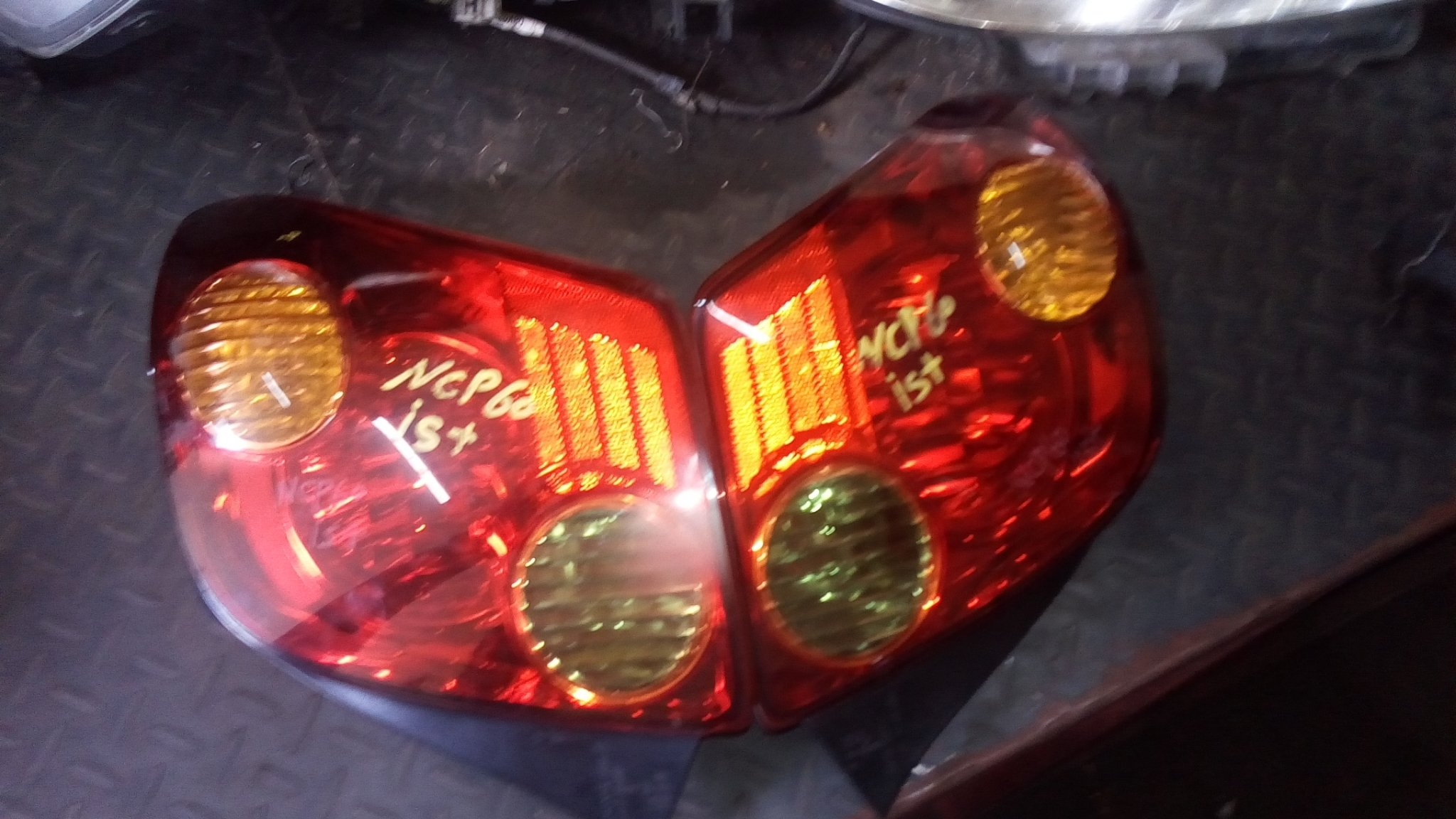 Toyota ist ncp60 tail lights 01201