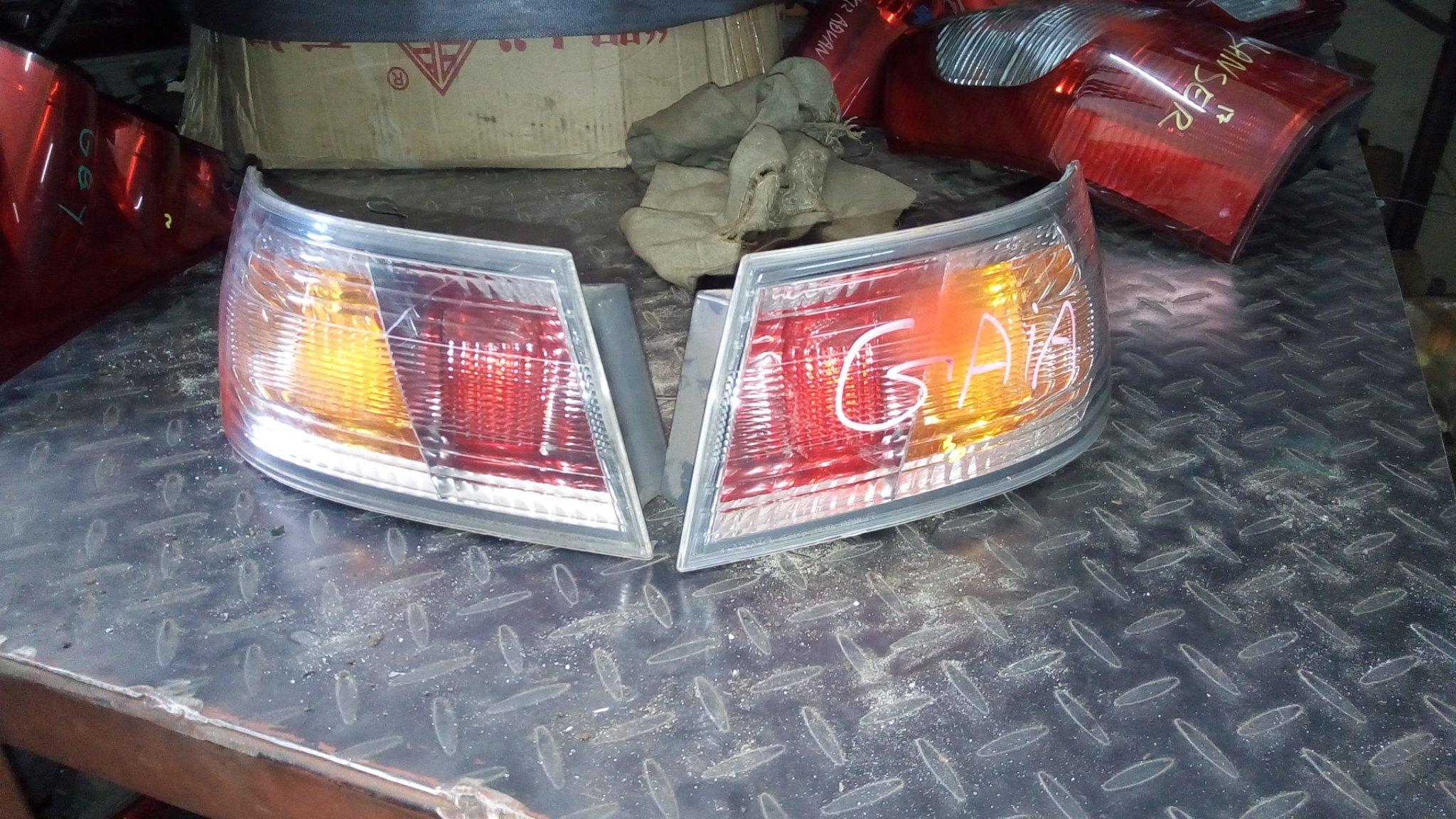 Toyota Gaia tail lights 01205