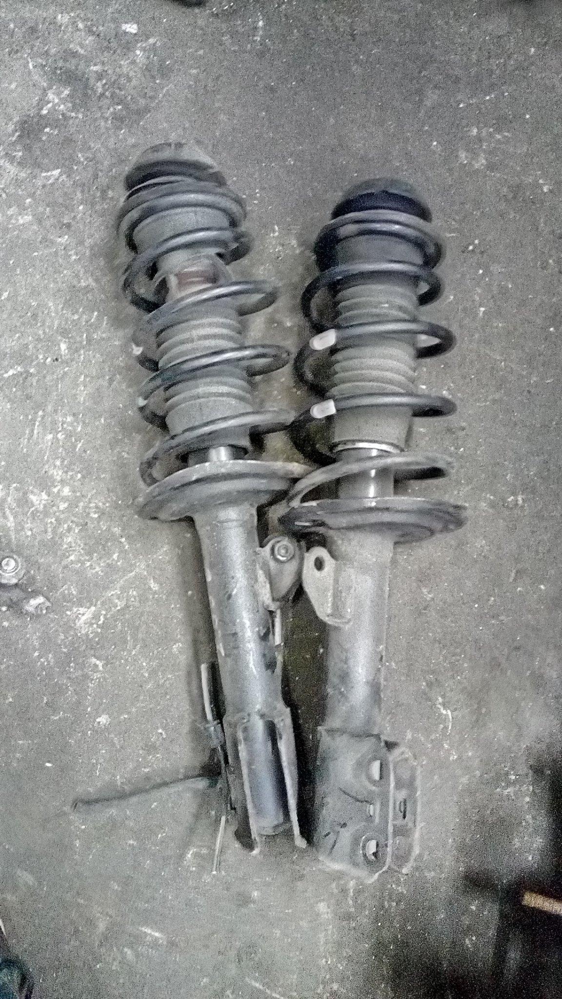 Toyota vitz front shocks 01343