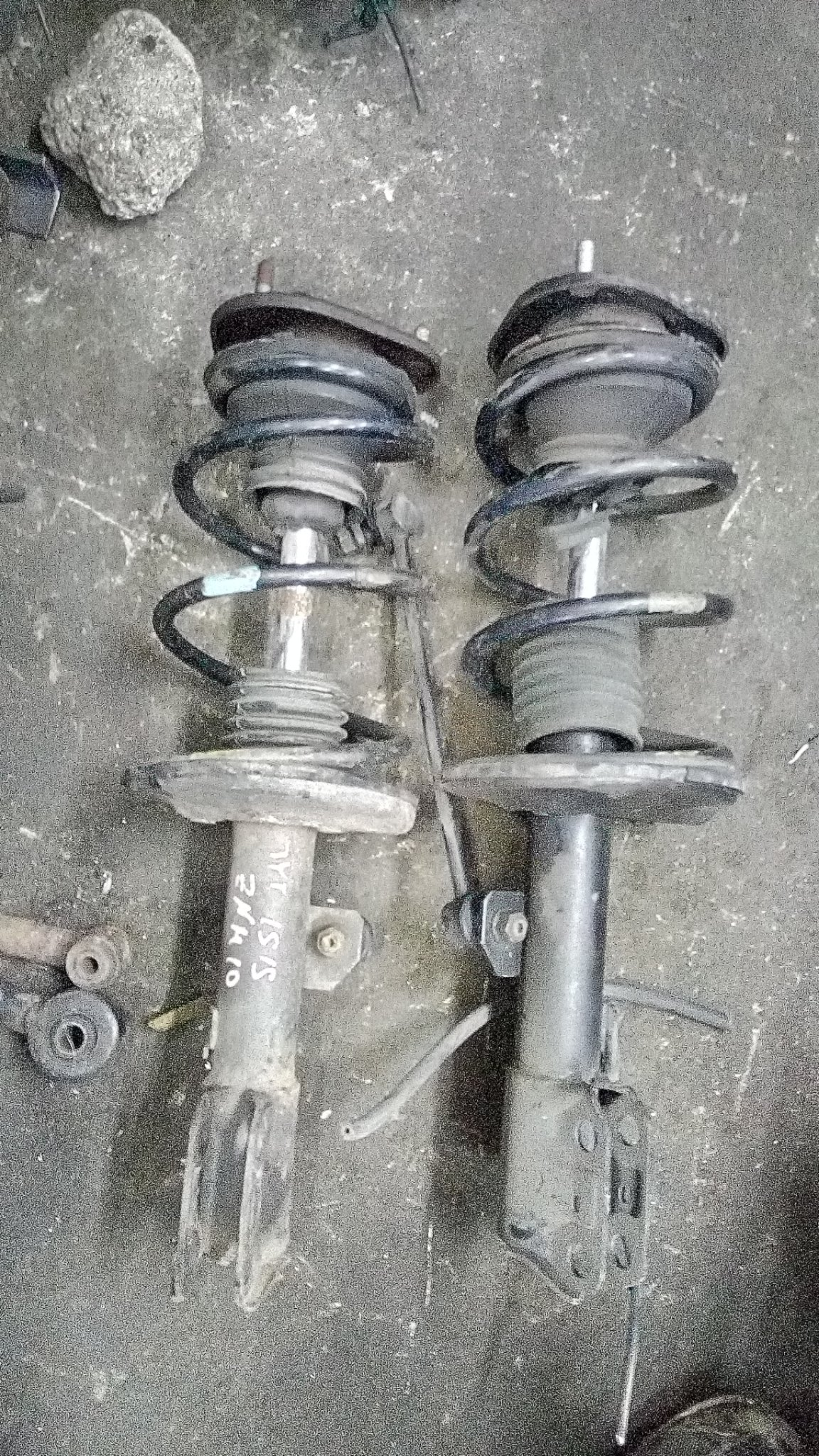 Toyota Isis front shocks alsy01346