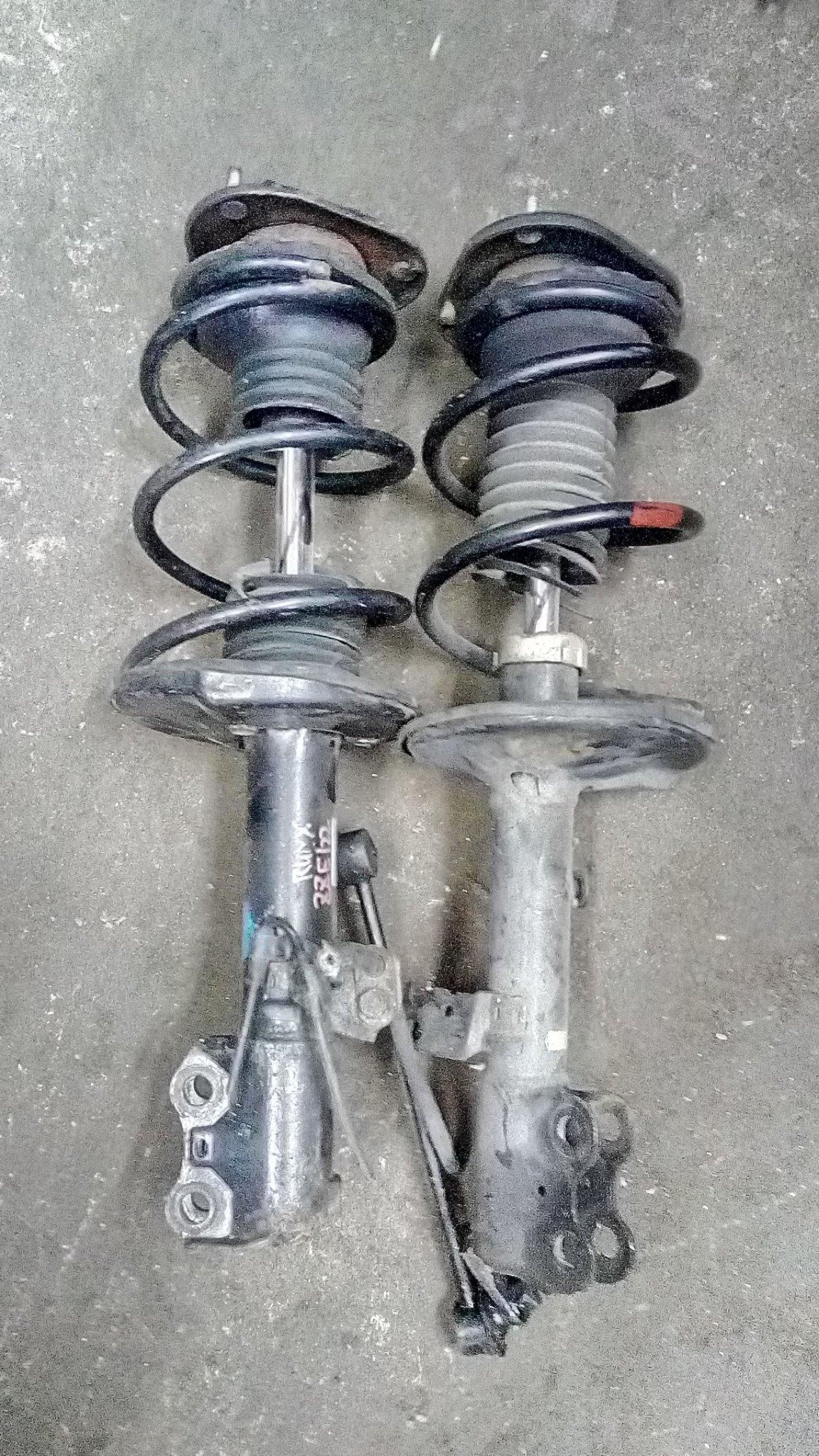 Toyota runx front shocks 01352