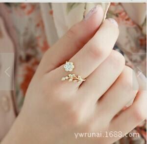 Korean Fashion Temperament Strass Verdrehte Blätter Wunschblumen Offenen Ring Zeigefinger Ring Weibliche Ringe Für Frauen Anel