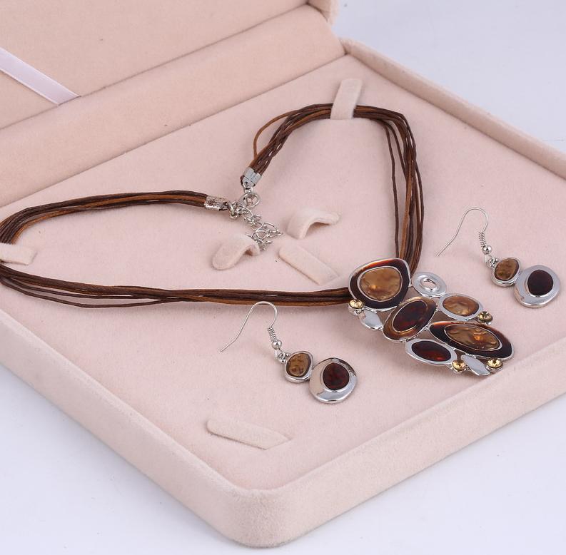 Pooh Emaille Schmuck Sets Sensitive Multi-Layered Silber überzogene Leder Halskette Engineering Choker Halskette Set Hochzeitsgeschenk Ohrringe