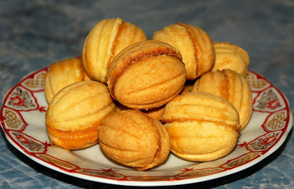 Десерт Орешки со сгущенкой