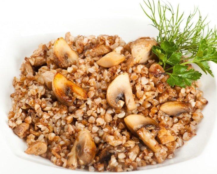 Гарнир Гречневая крупа с луком и грибами
