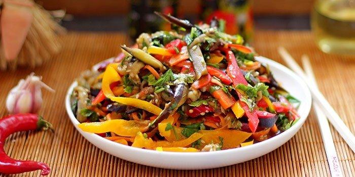 Салат Хе из баклажанов с овощами