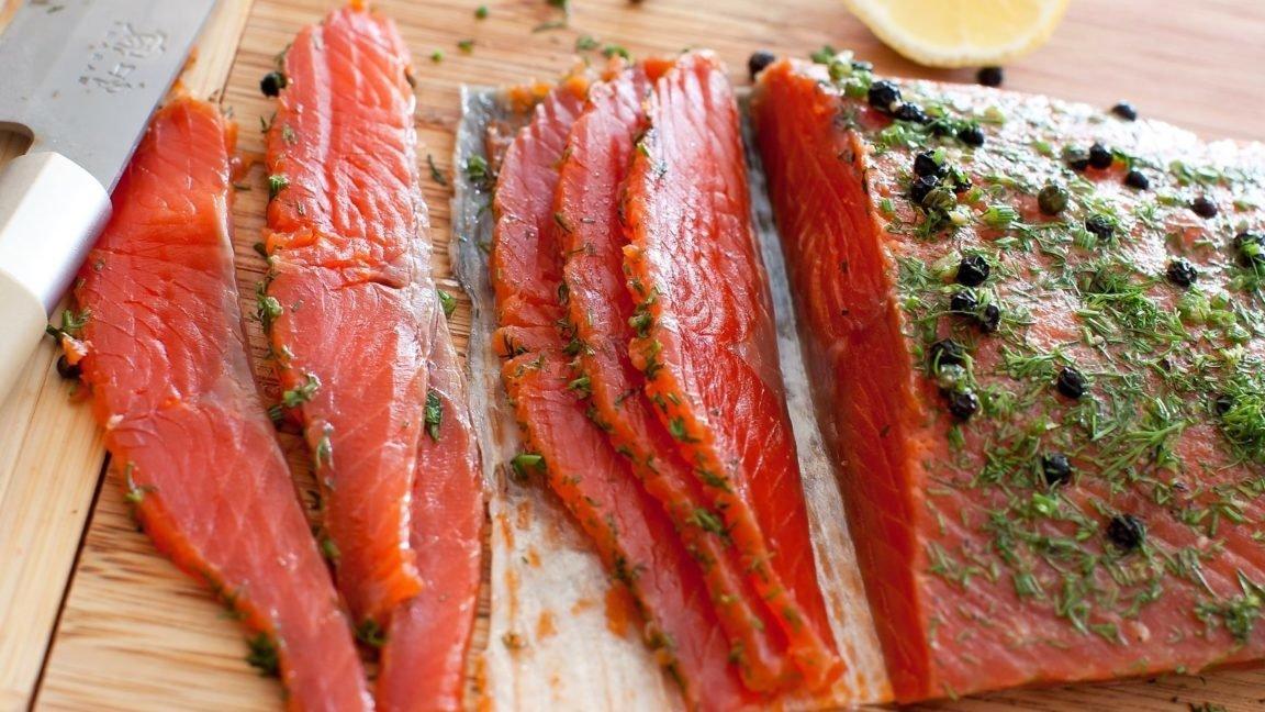 Закуска Ломтики лосося пряного посола