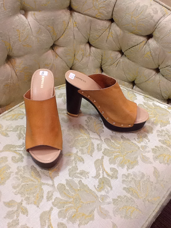 Express Heeled Clogs-size 8 NWT